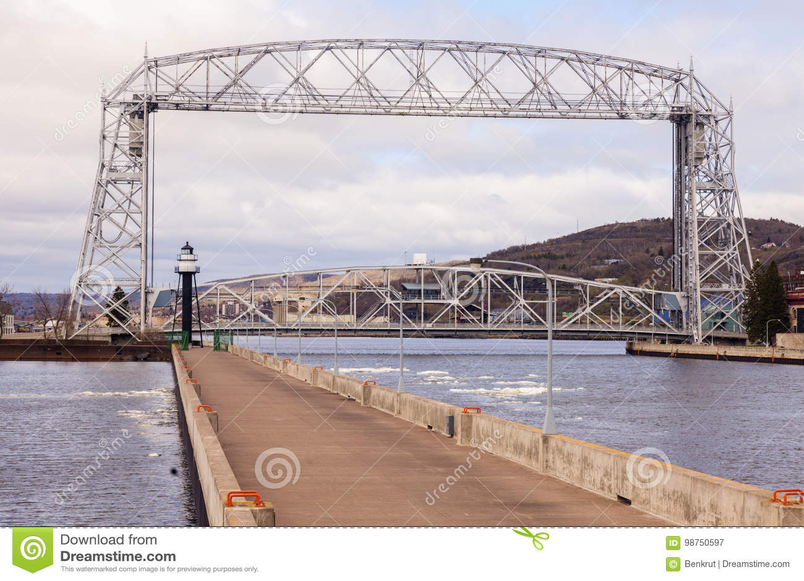 Latarnia morska i most w Duluth