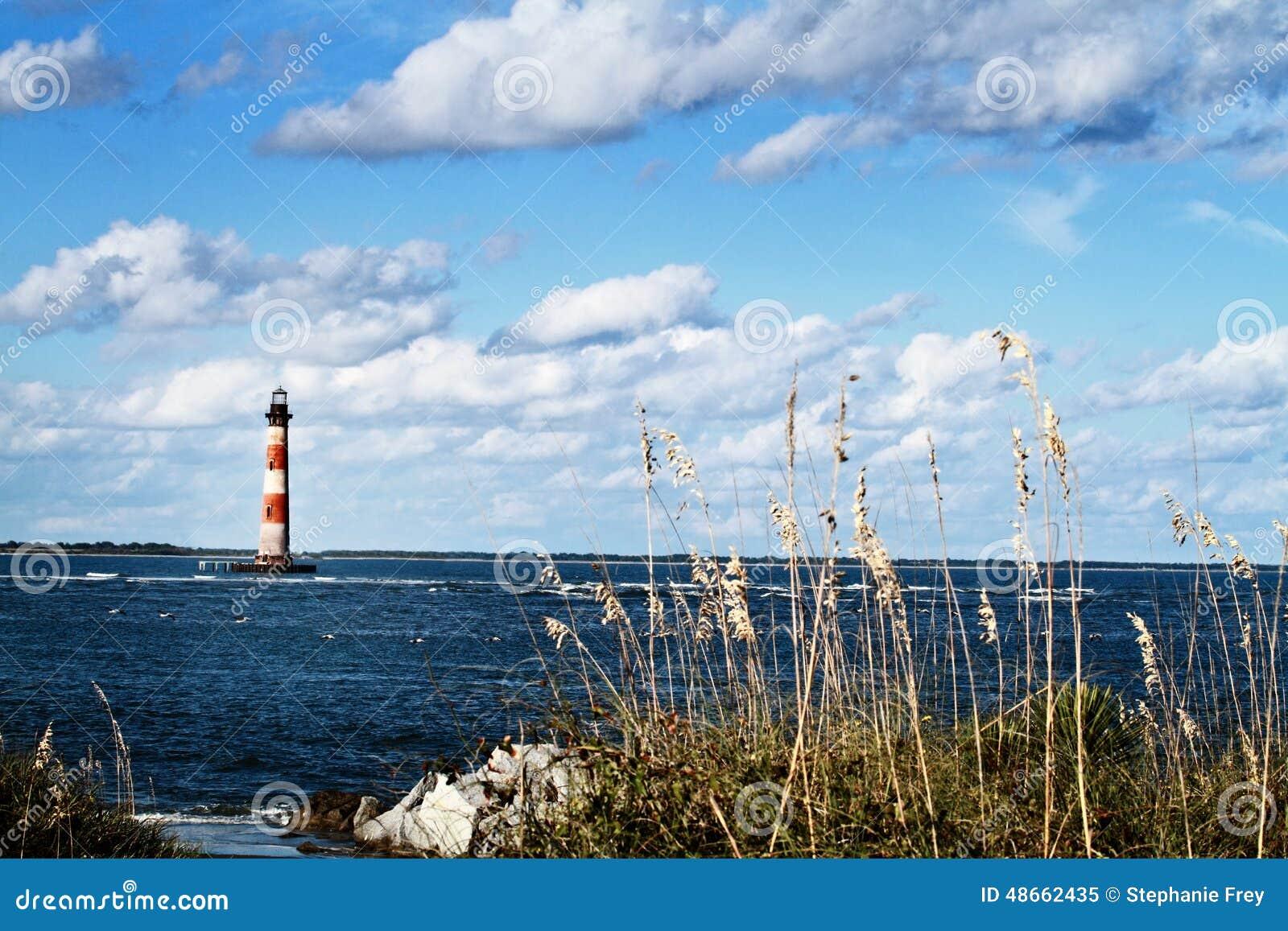 Latarnia morska plażą