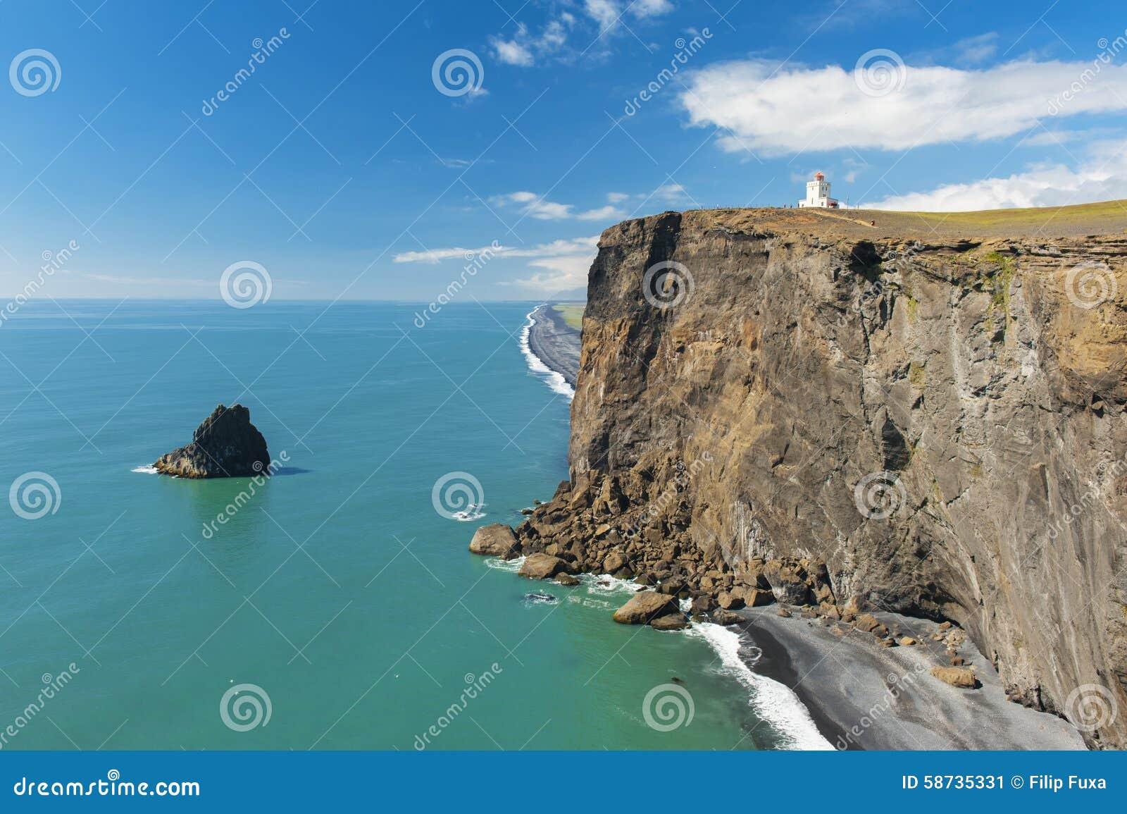 Latarnia morska przy przylądkiem Dyrholaey