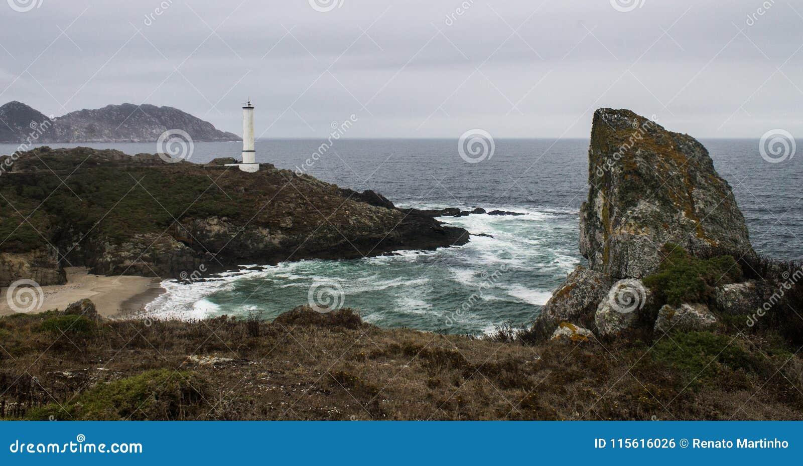 Latarnia morska przy Skalistym brzeg
