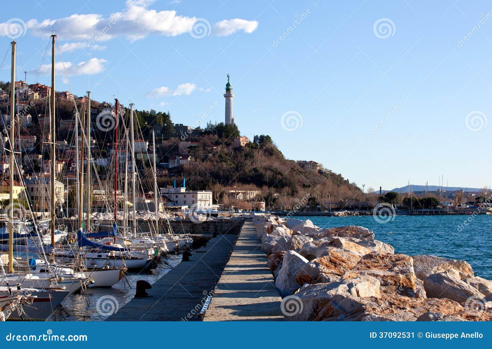 Download Latarnia morska, Trieste obraz stock. Obraz złożonej z trieste - 37092531