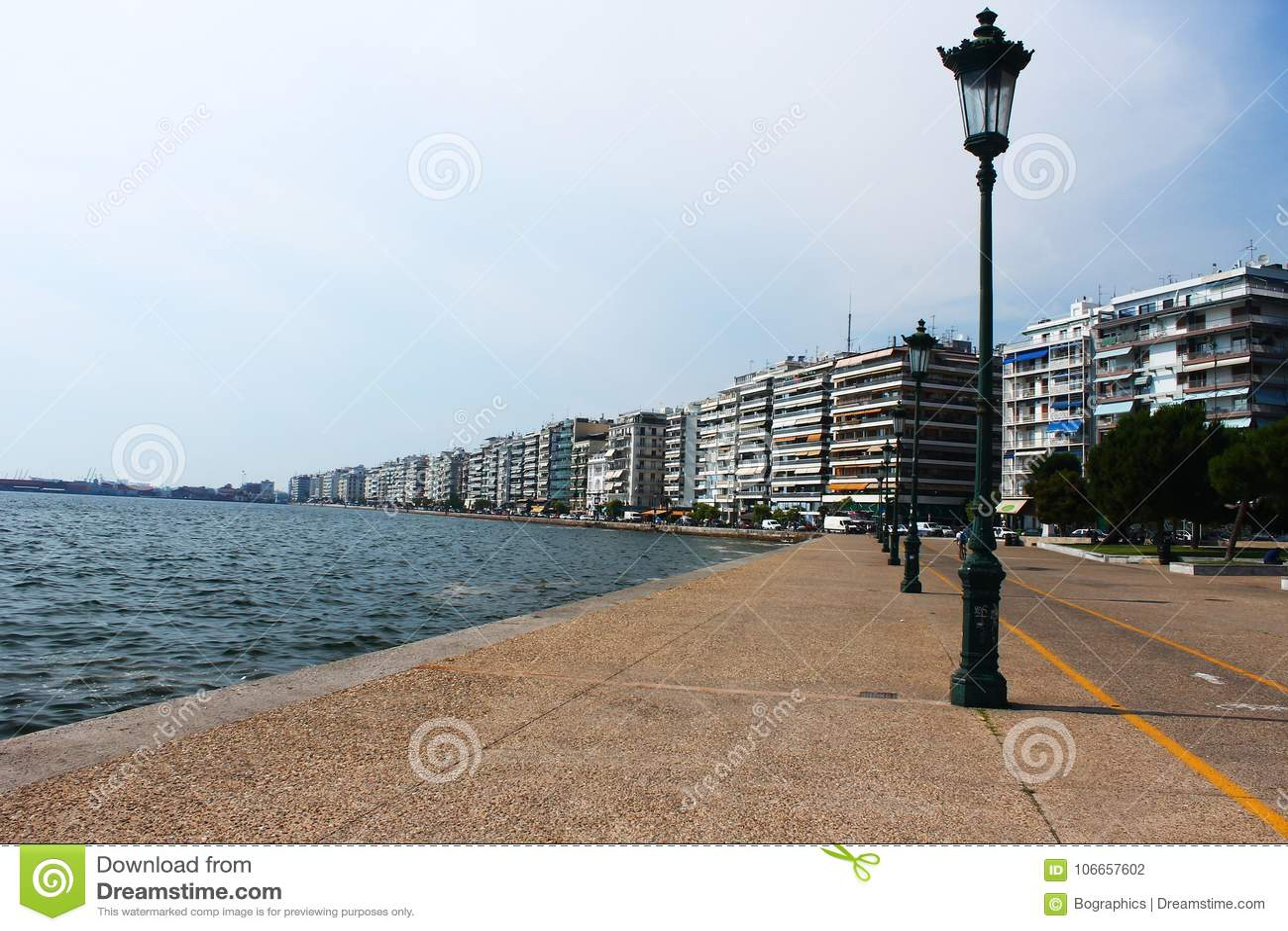 Latarnia uliczna słup na nadbrzeżu Saloniki