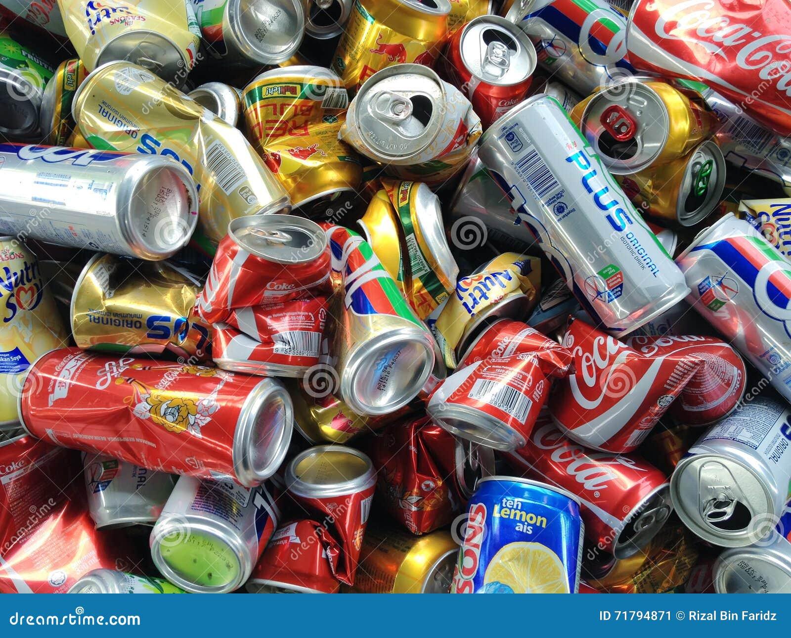 Latas usadas para reciclar foto editorial imagen 71794871 - Reciclar latas de refresco ...