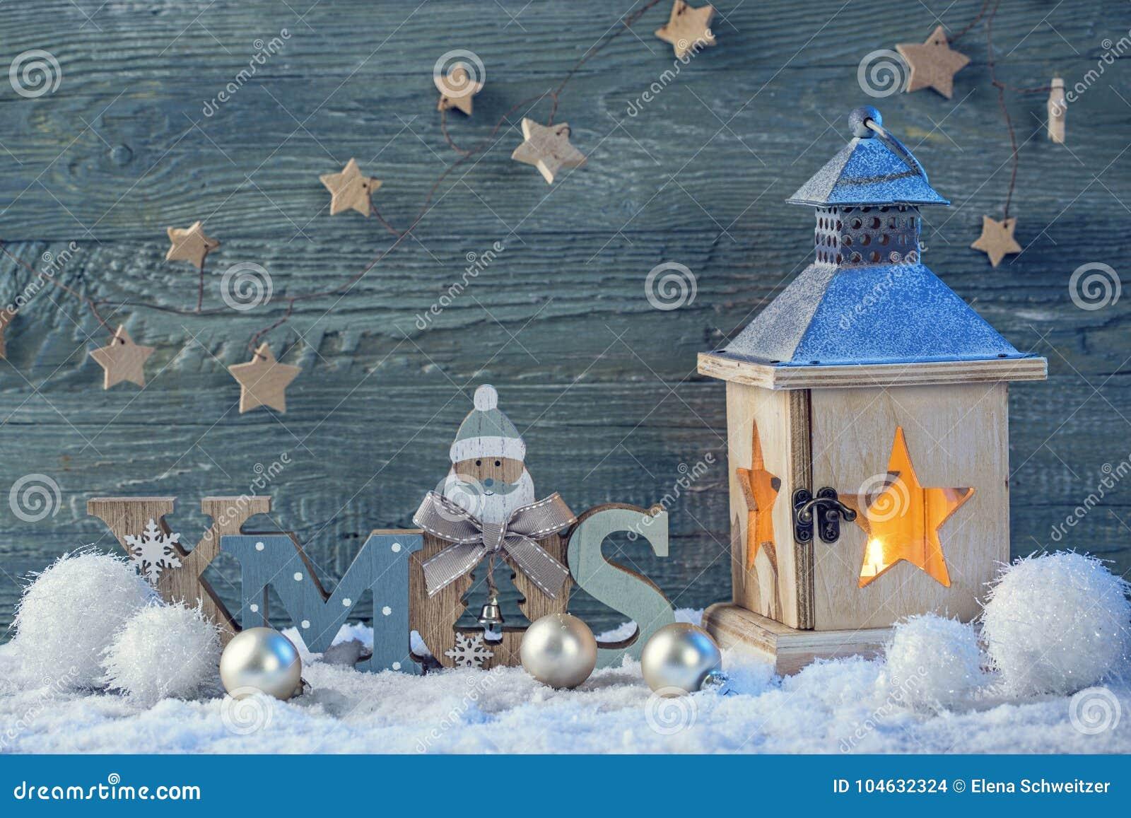 Download Latern Branden En Kerstmisdecoratie Stock Foto - Afbeelding bestaande uit vier, boom: 104632324