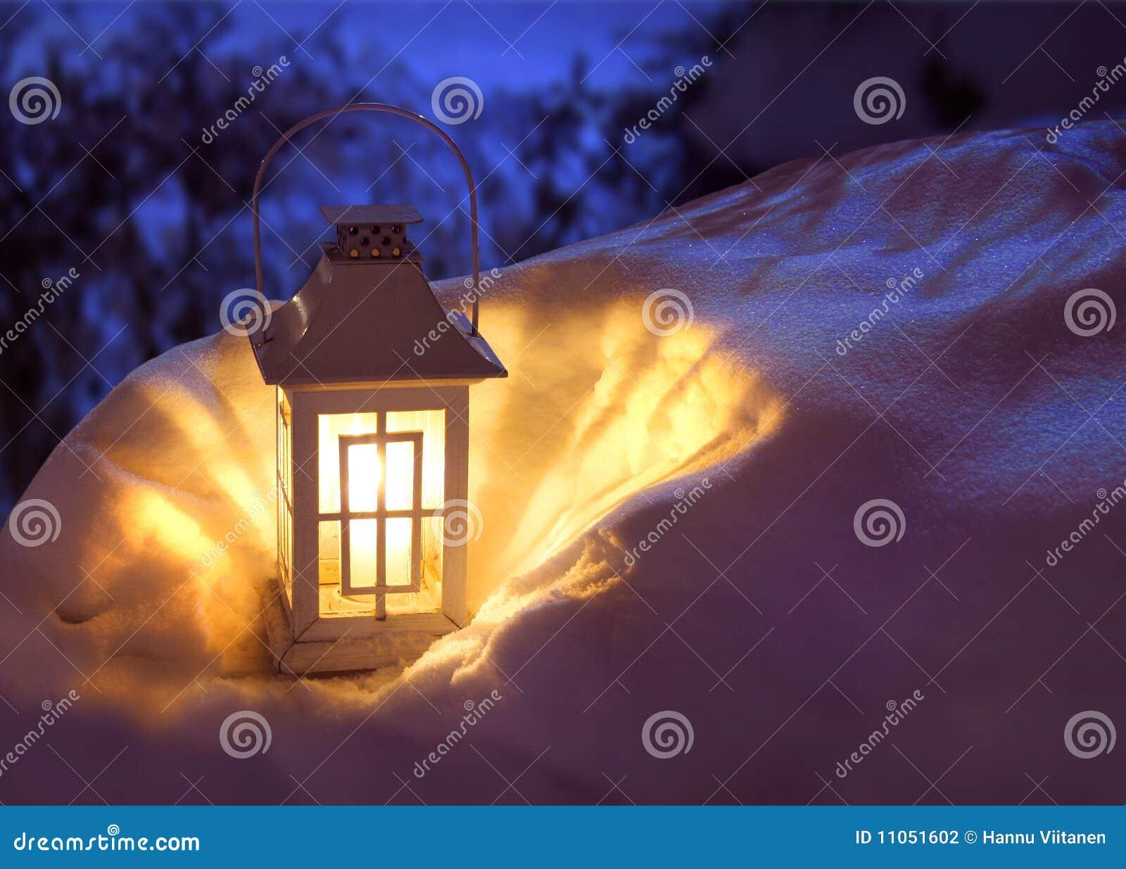 laterne im schnee stockfoto bild von horizontal kruste 11051602. Black Bedroom Furniture Sets. Home Design Ideas