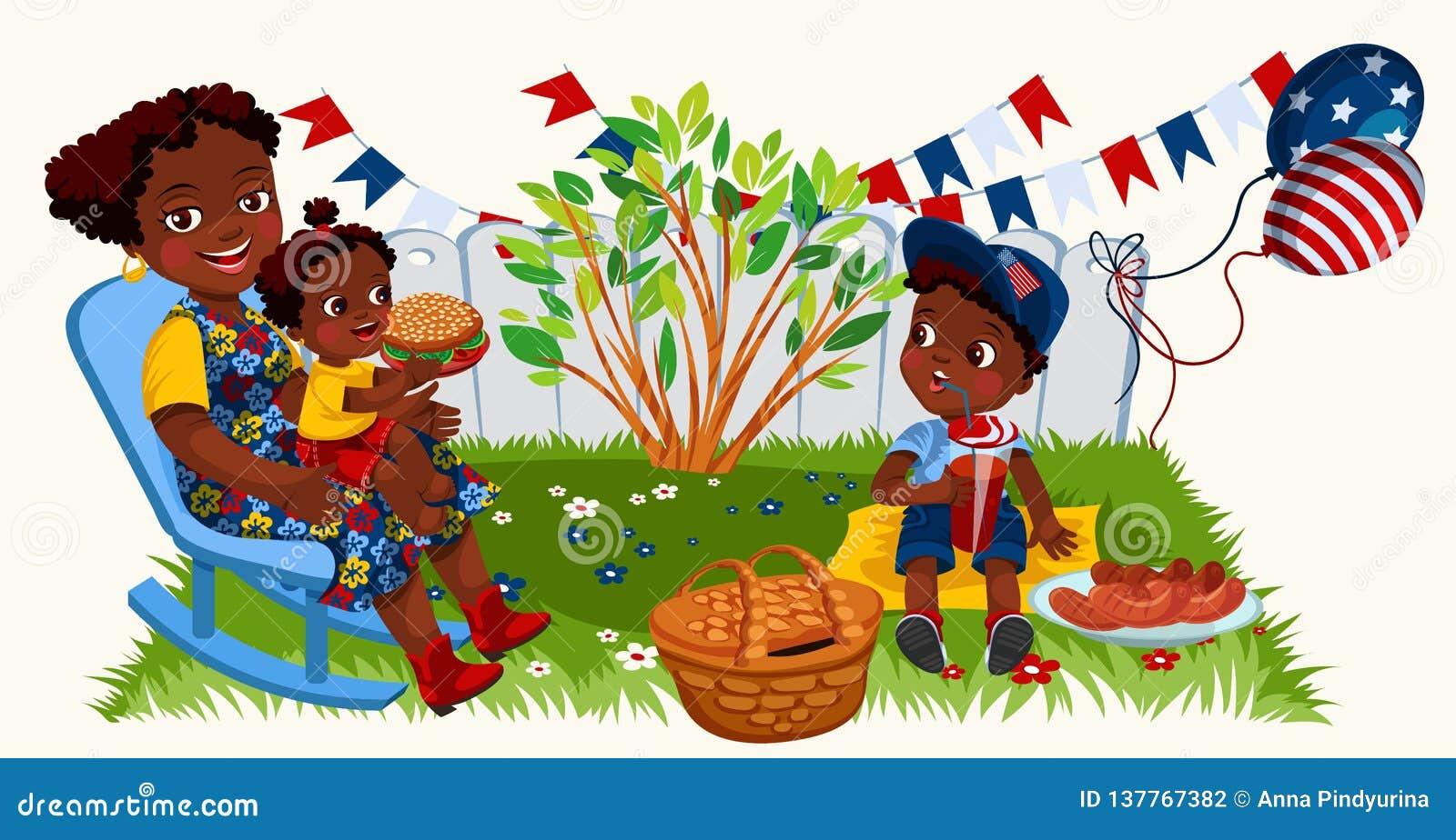 Latino amerikanische Mutter mit den Kindern, die Picknick im Garten genießen