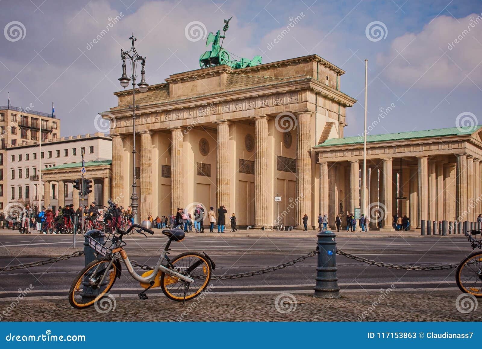 Lato posteriore del tor di Brandenburger a Berlino, Germania