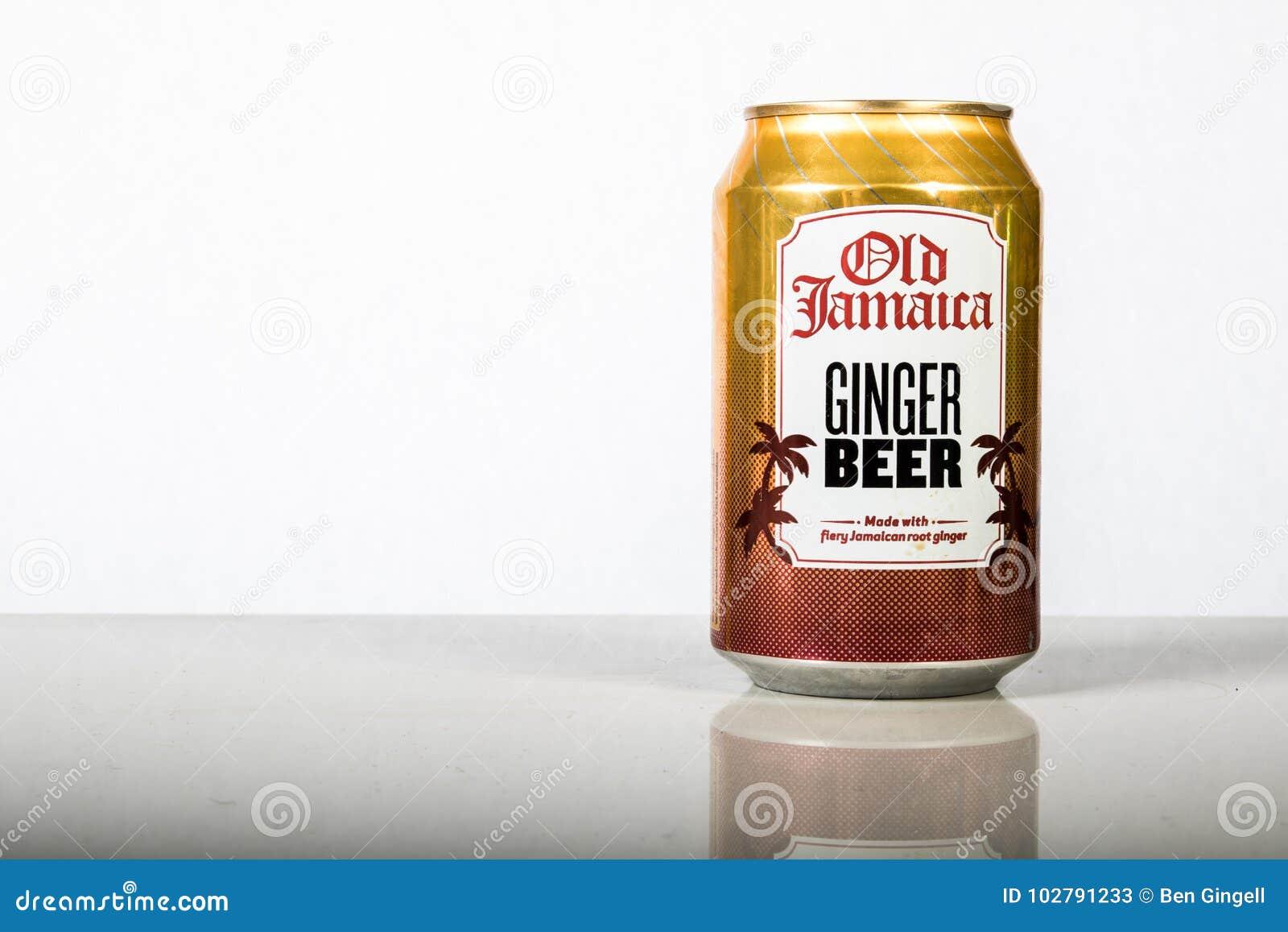 Latta di A di vecchia Giamaica Ginger Beer contro un fondo bianco