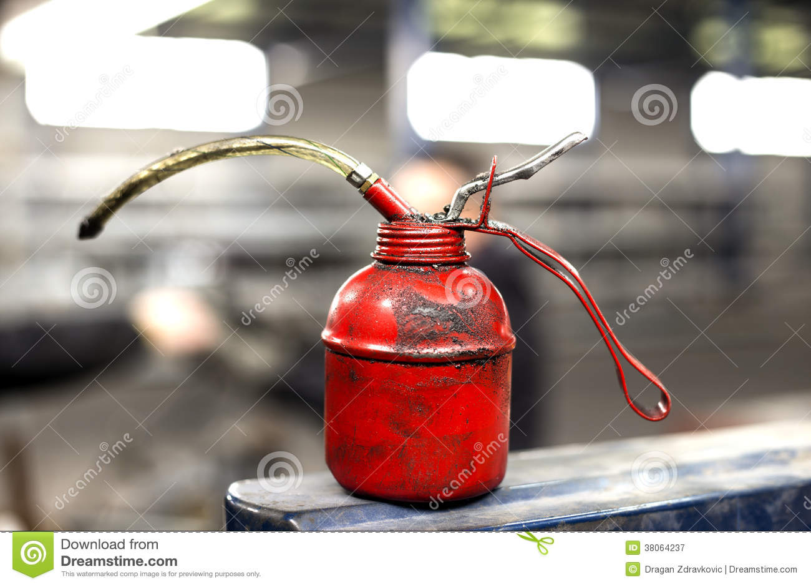 Latta rossa dell olio