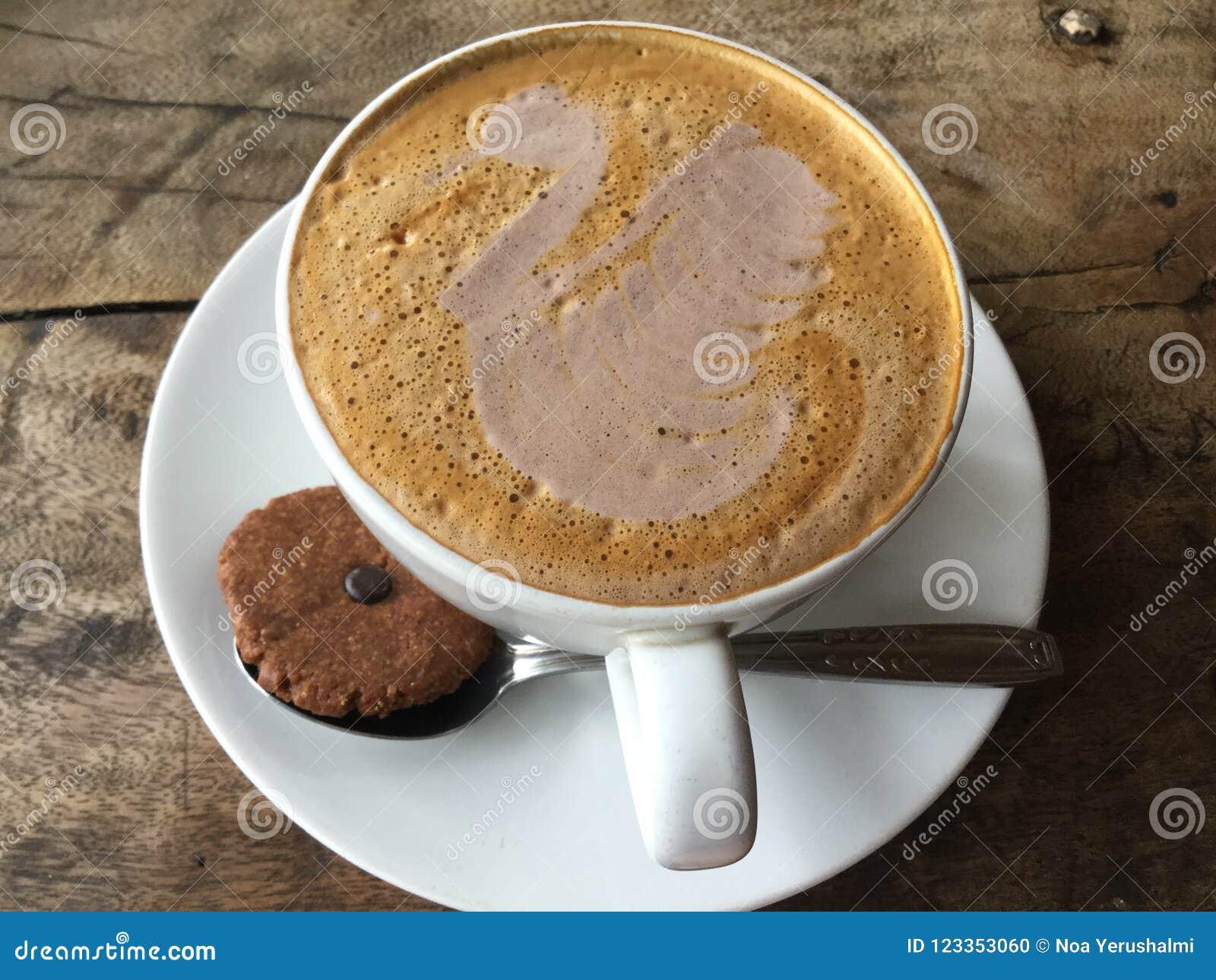 Latte de cygne Café avec le biscuit classique