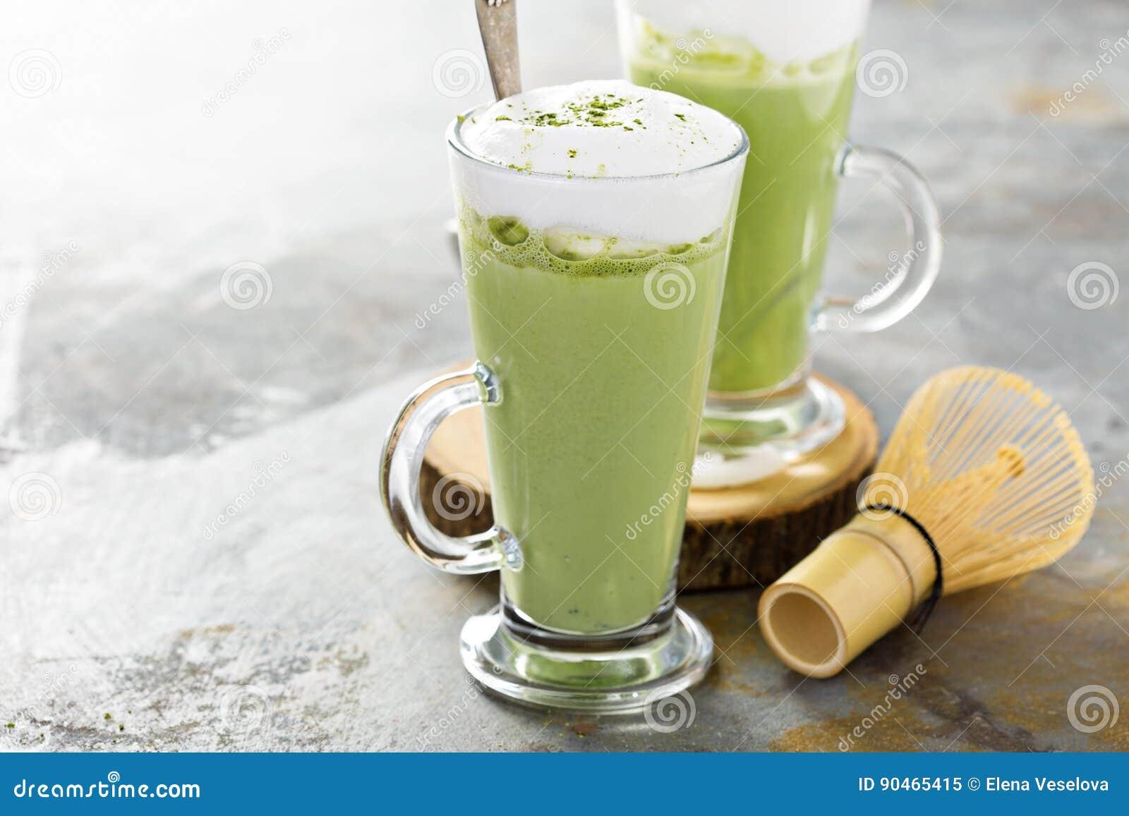 Latte de Matcha en verres grands