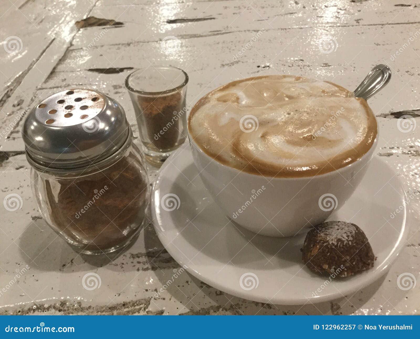 Latte mousseux Café et biscuit