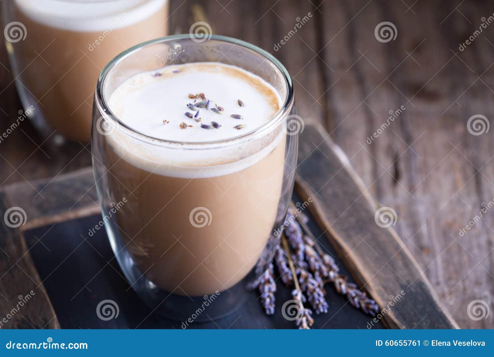 Latte quente com alfazema