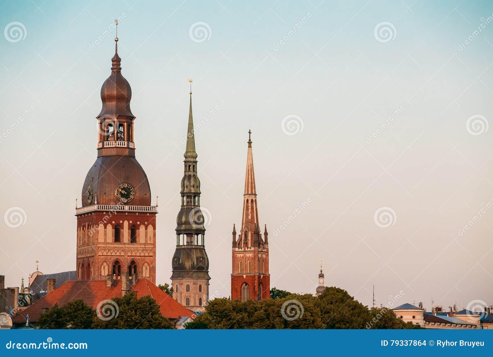 Latvia riga Slut tre torn av den Riga domkyrkan, St Peter & x27; s-kyrka