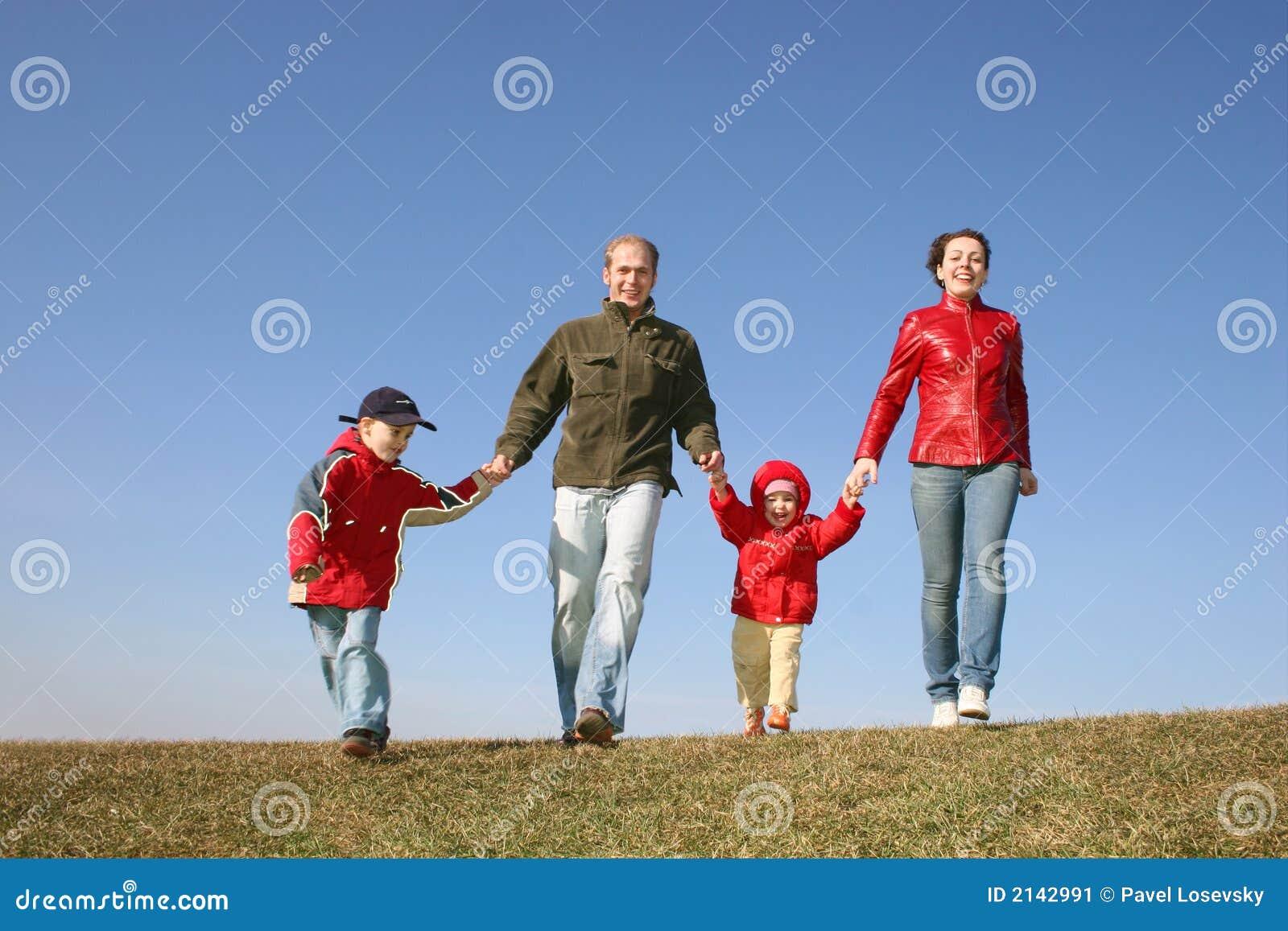 Laufende vierköpfige Familie