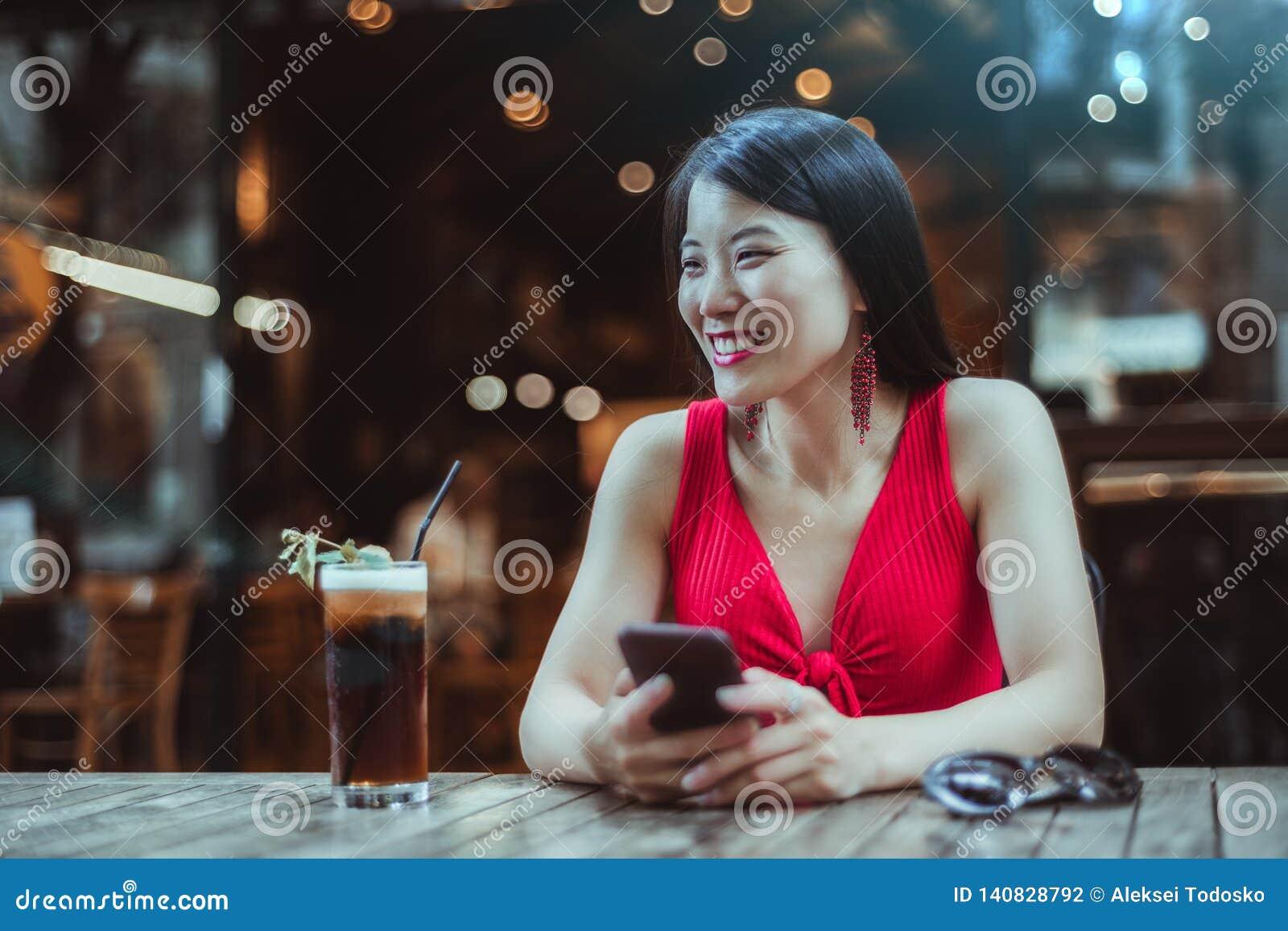 Asian girls nightclub pictures