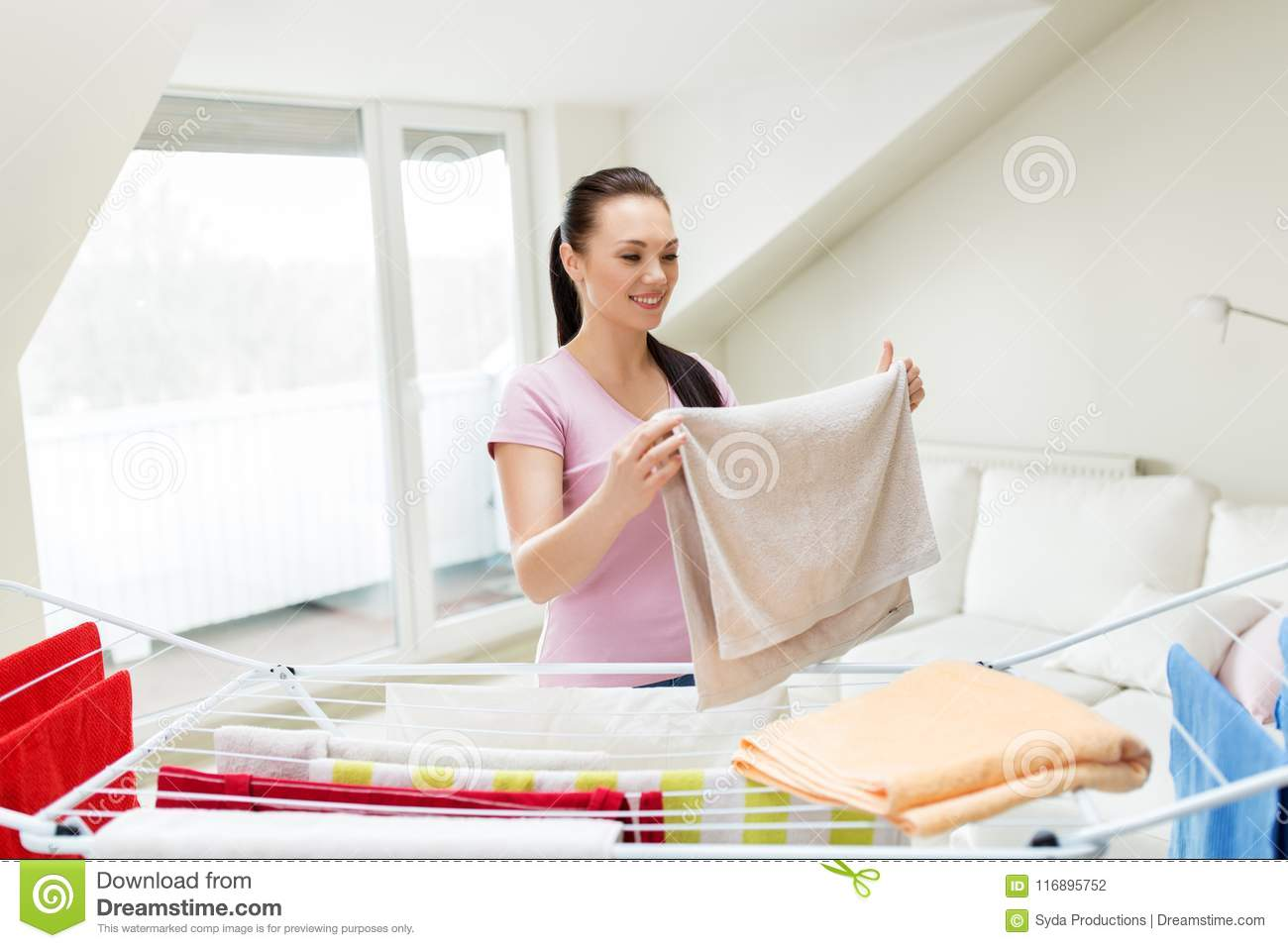 Criticism advise Amateur housewife doing laundry apologise, but
