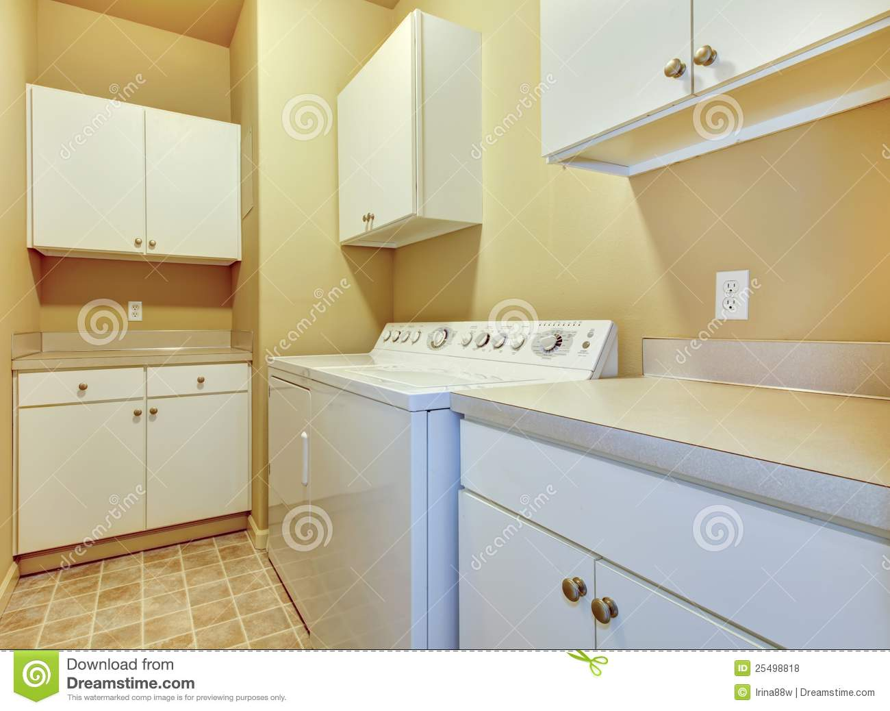 White Kitchen Cabinets And White Walls