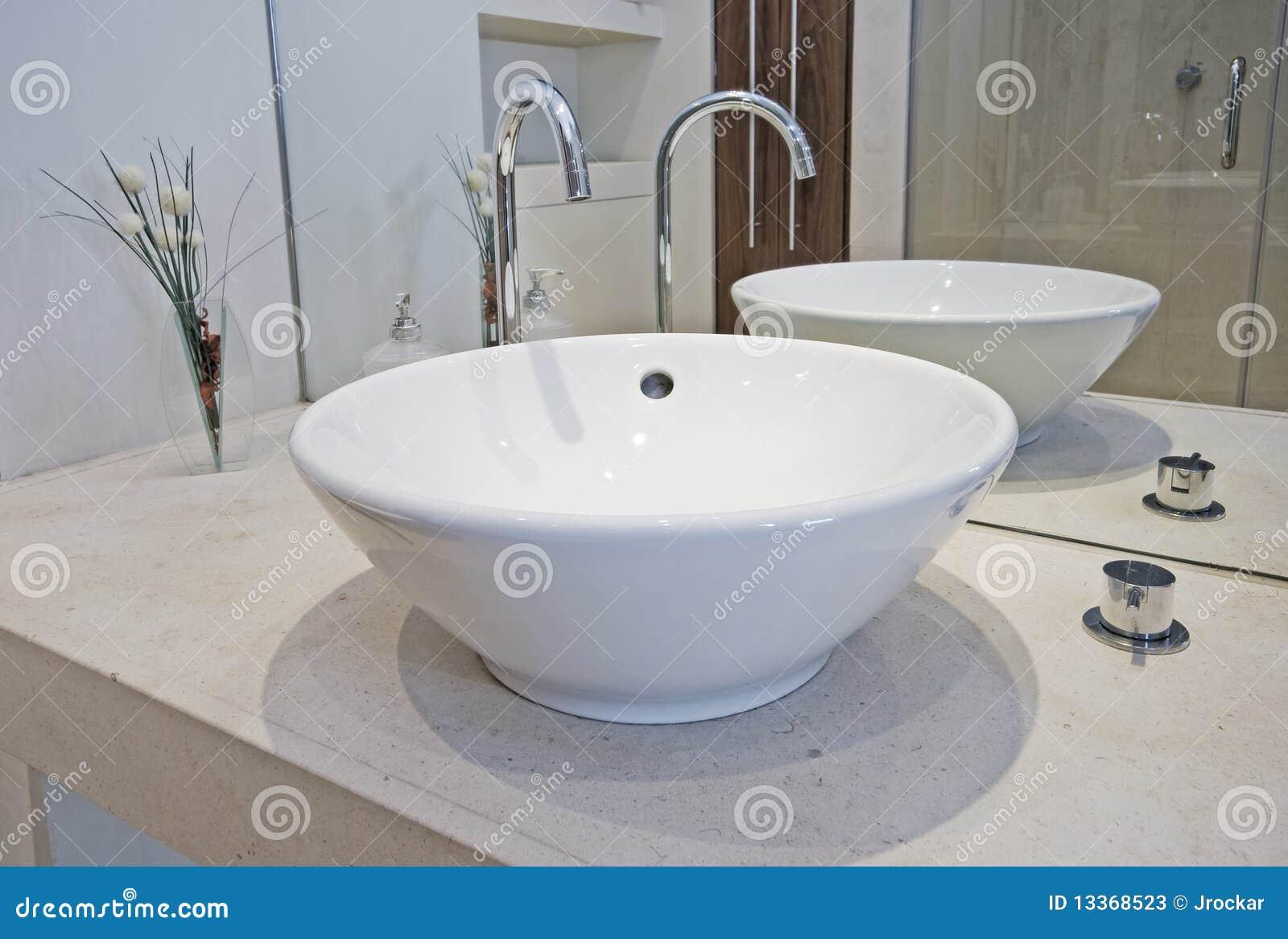 Lavabo de colada de la mano fotos de archivo imagen for Lavabo de manos