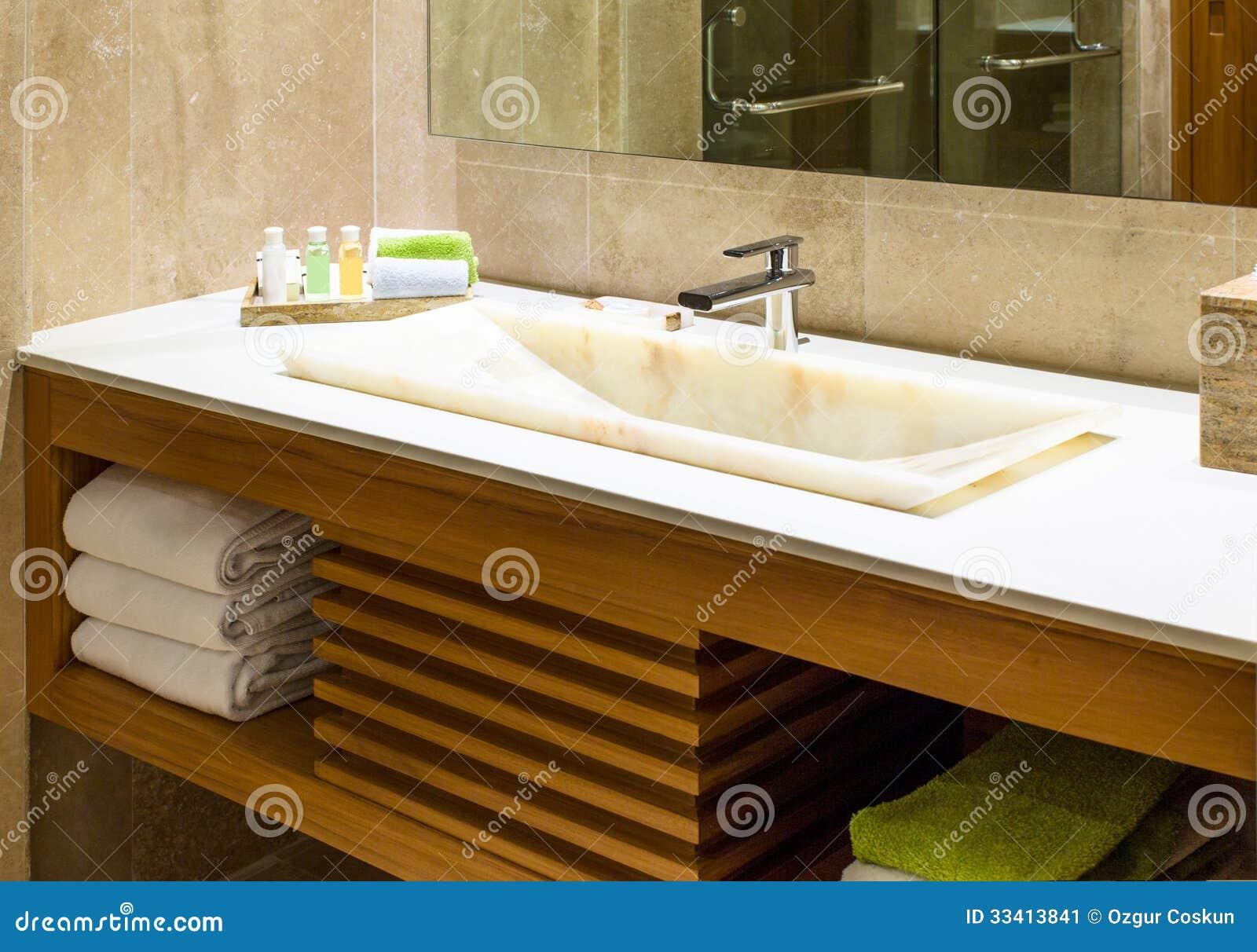 Baños Modernos Marmol:Lavabo de mano de mármol moderno del lavado en un cuarto de baño del