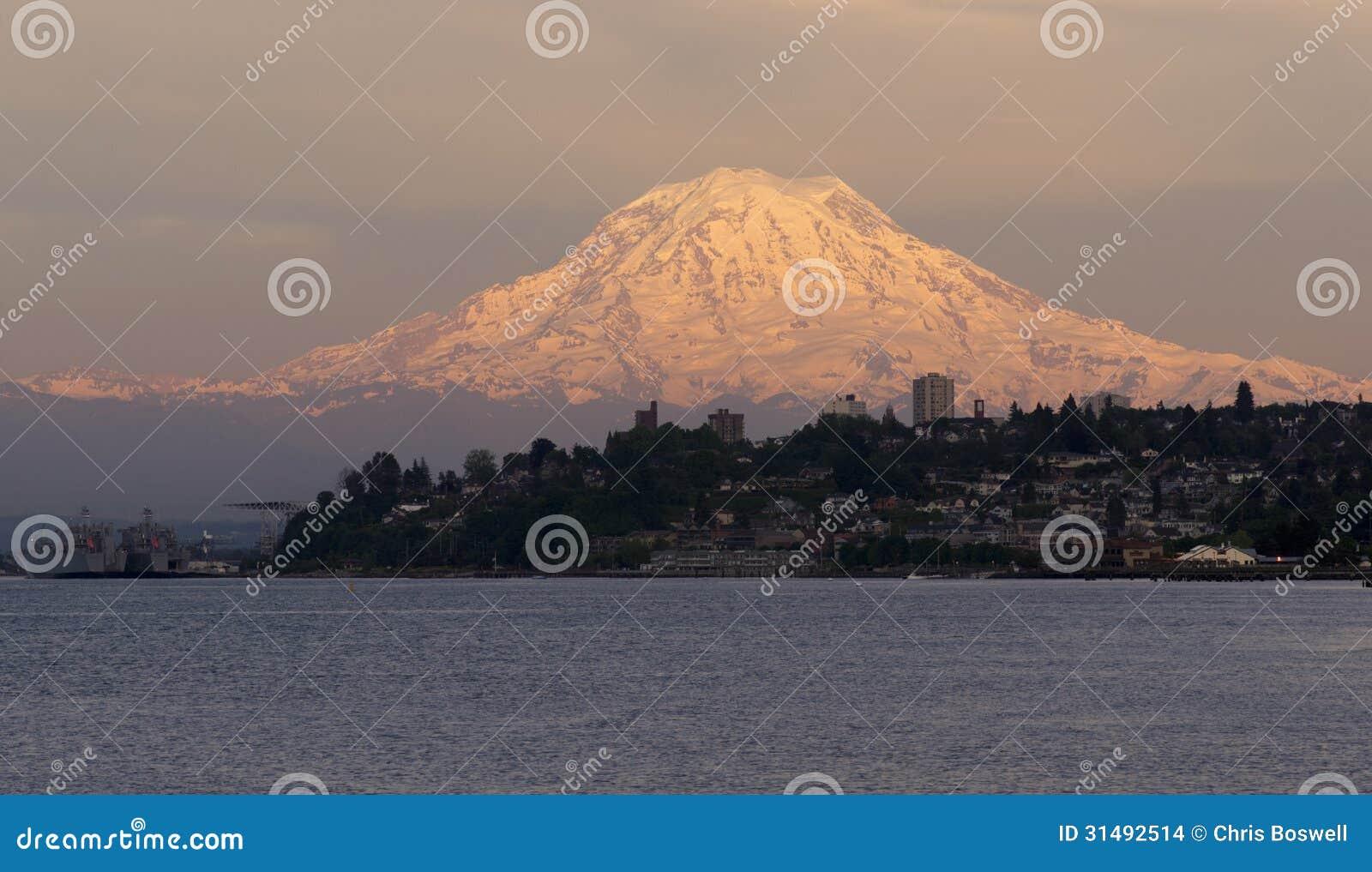 Lavado del norte de Tacoma del sonido del Mt Rainier Sunset Cascade Range Puget