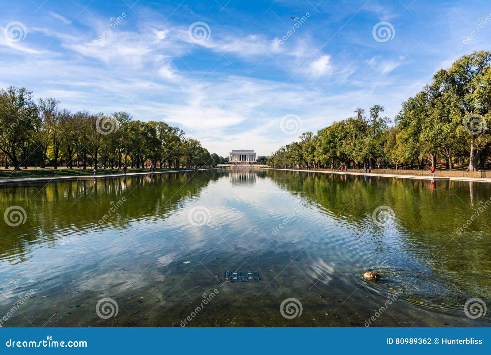 Lavage de jour de mail national de Lincoln Memorial Over Reflecting Pool