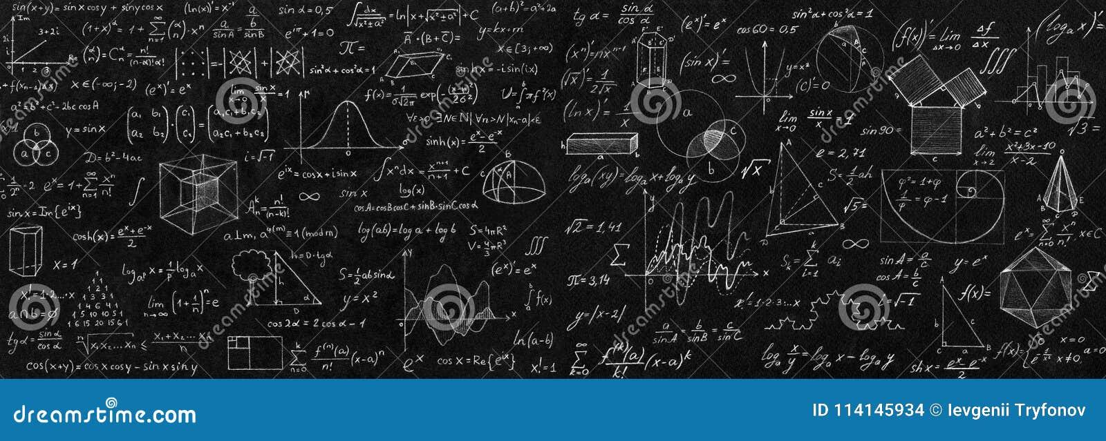 Lavagna iscritta con le formule ed i calcoli scientifici i