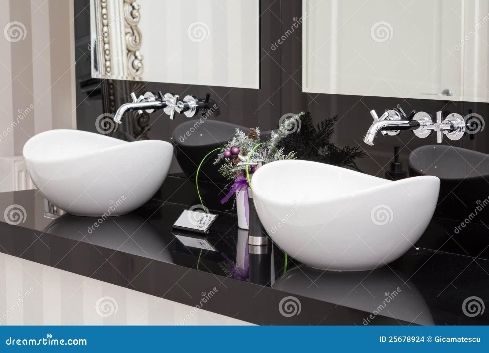 Lavandini Da Bagno Moderni : Lavandini fotografia stock. immagine di illuminato rubinetto 25678924