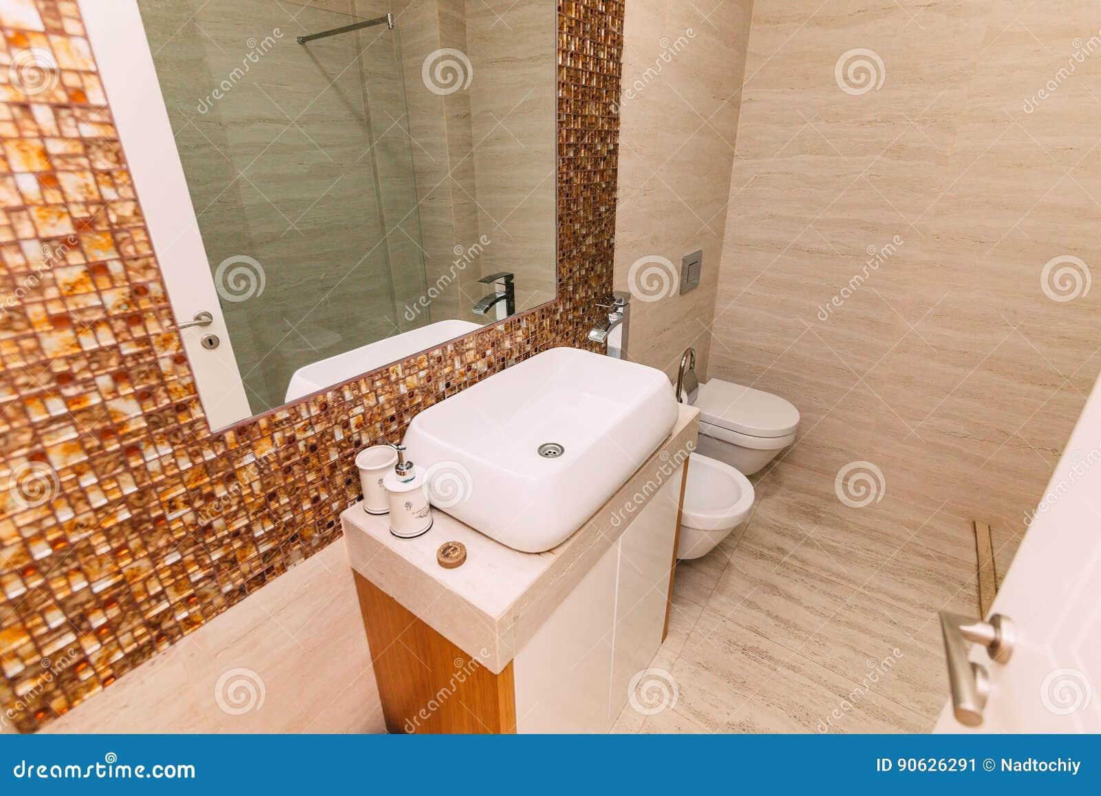Lavandino nel bagno impianto idraulico nel bagno il interio