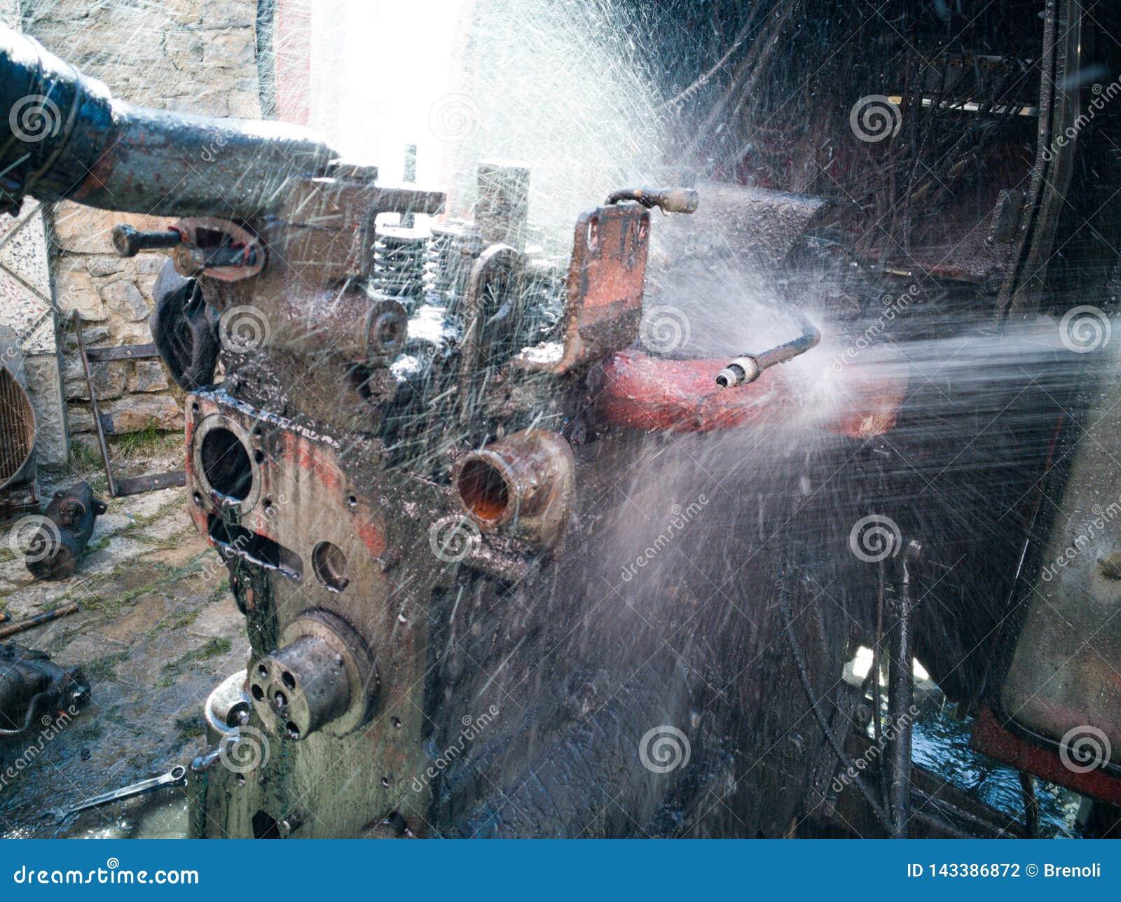 Lavando a máquina com água