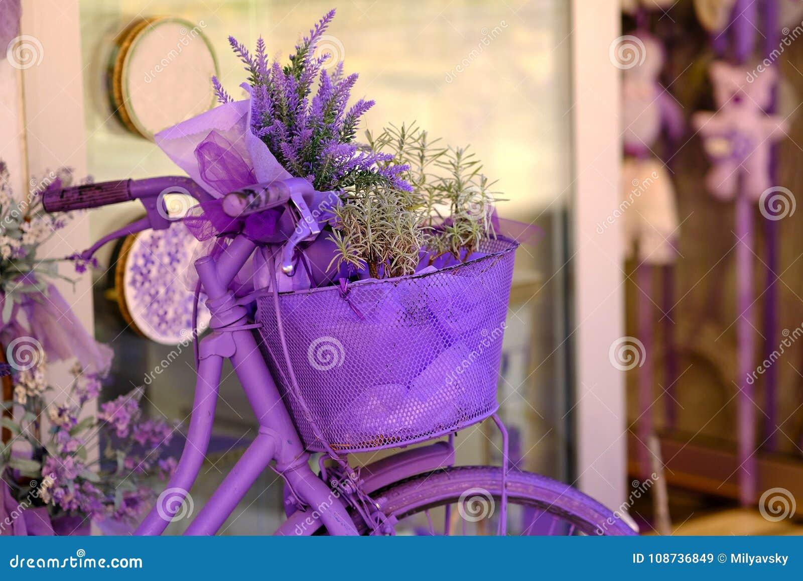 Lavendelfiets en bloemen