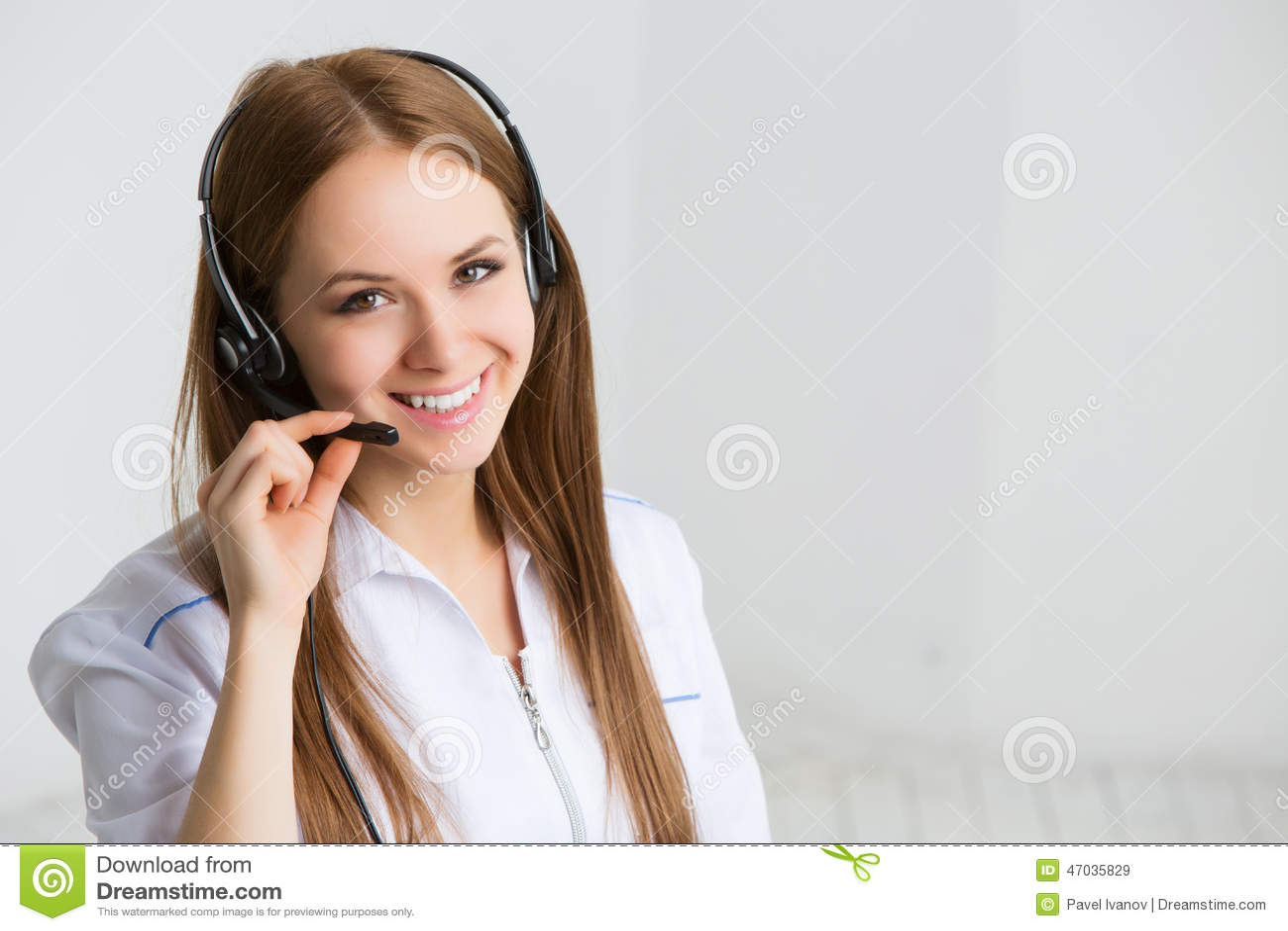 Lavoratore di servizio di assistenza al cliente della donna, operatore di call center