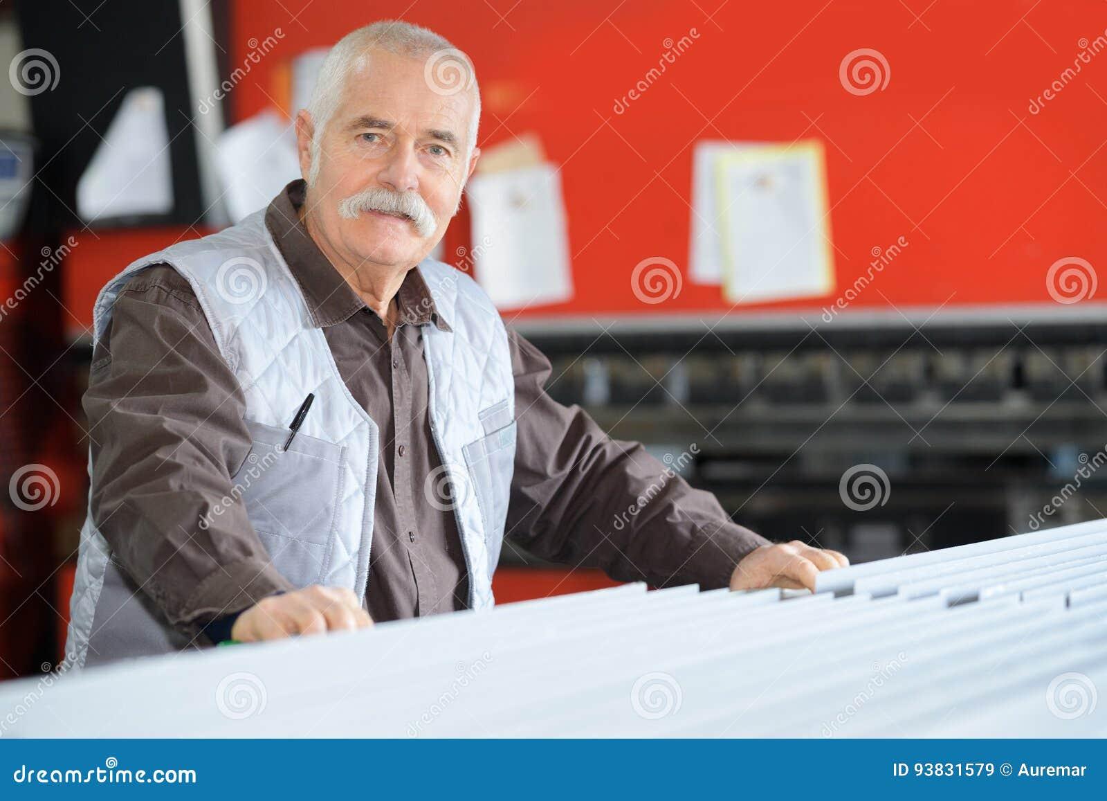 Lavoratore maschio senior del ritratto