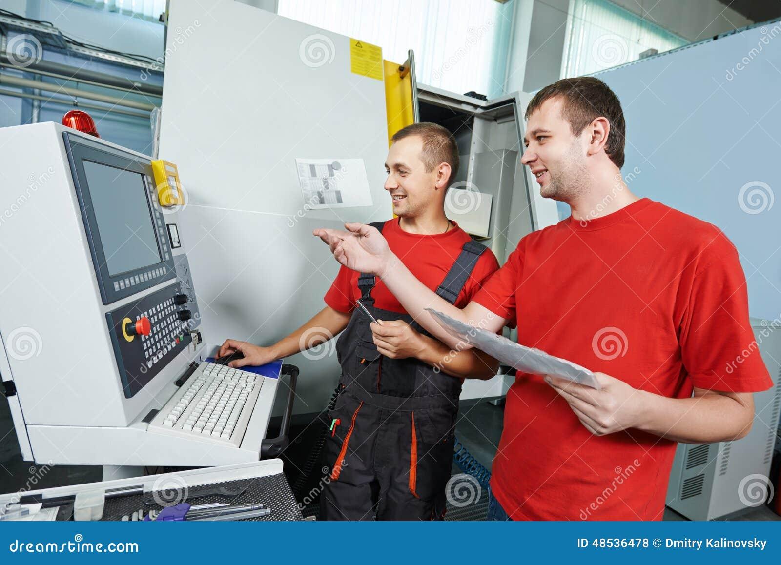 Lavoratori dell industria all officina dello strumento
