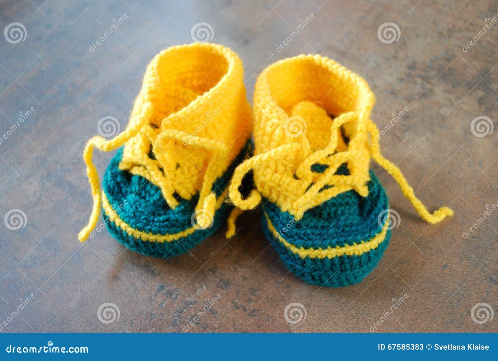 Lavori Alluncinetto I Bambini Che Preparano Le Scarpe Prime Scarpe