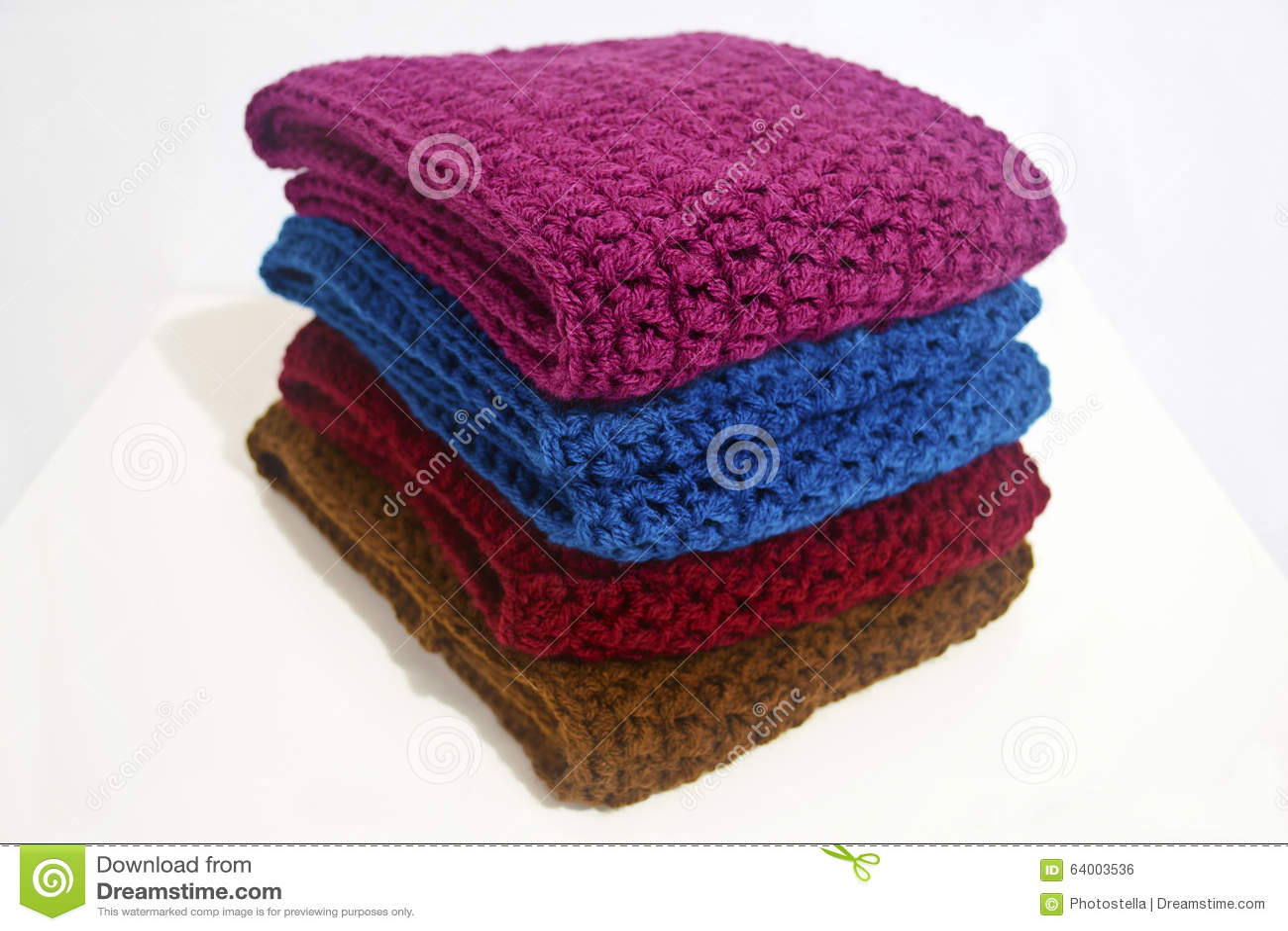 Lavori Alluncinetto Le Sciarpe Nei Colori Multipli Fotografia Stock