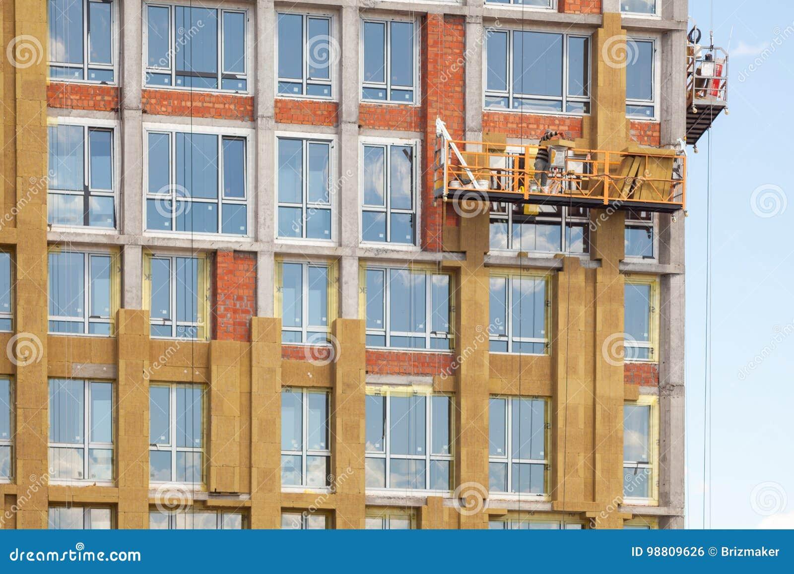 Pareti Esterne Casa : Lavoro ad alta altitudine sulle pareti esterne di grattacielo