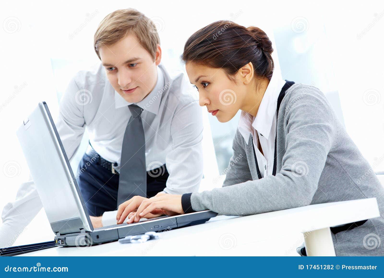 Lavoro d 39 ufficio fotografia stock immagine di for Ufficio lavoro