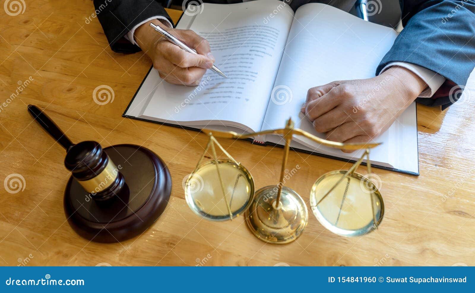 Lavoro Del Martelletto Dell'avvocato Del Giudice In ...