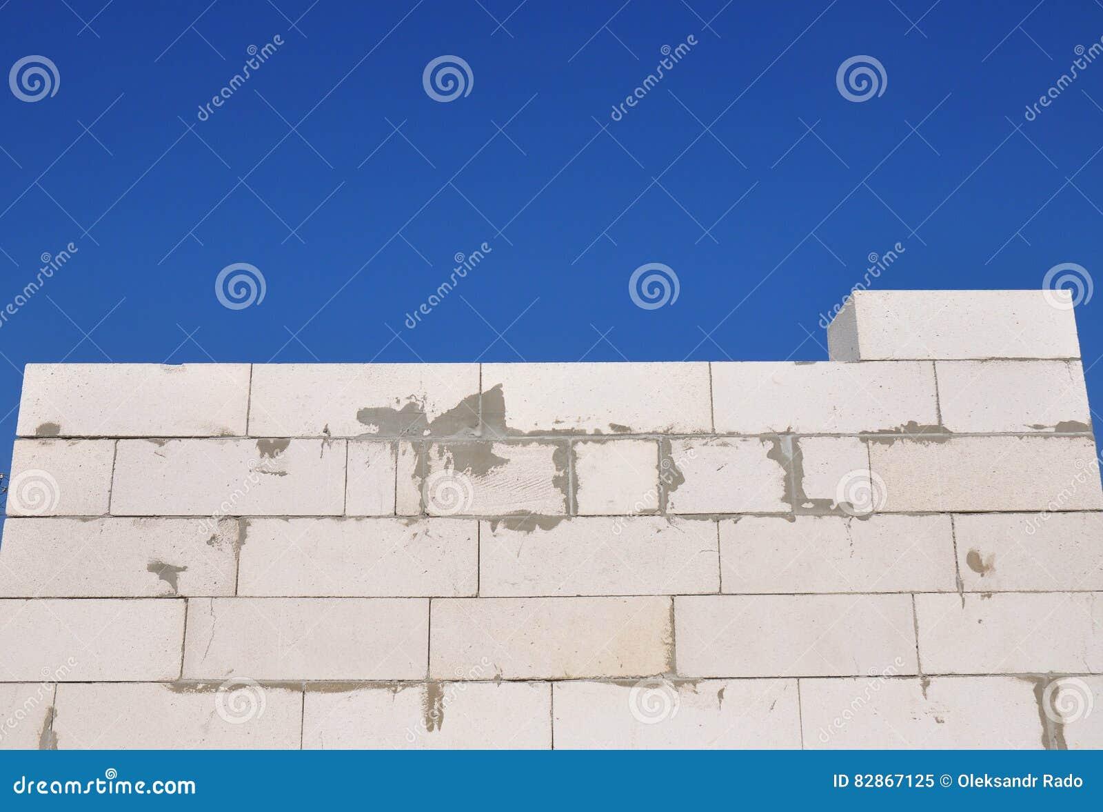 Lavoro di muratura di costruzione della casa nuova dalla for Programma di costruzione della casa gratuito