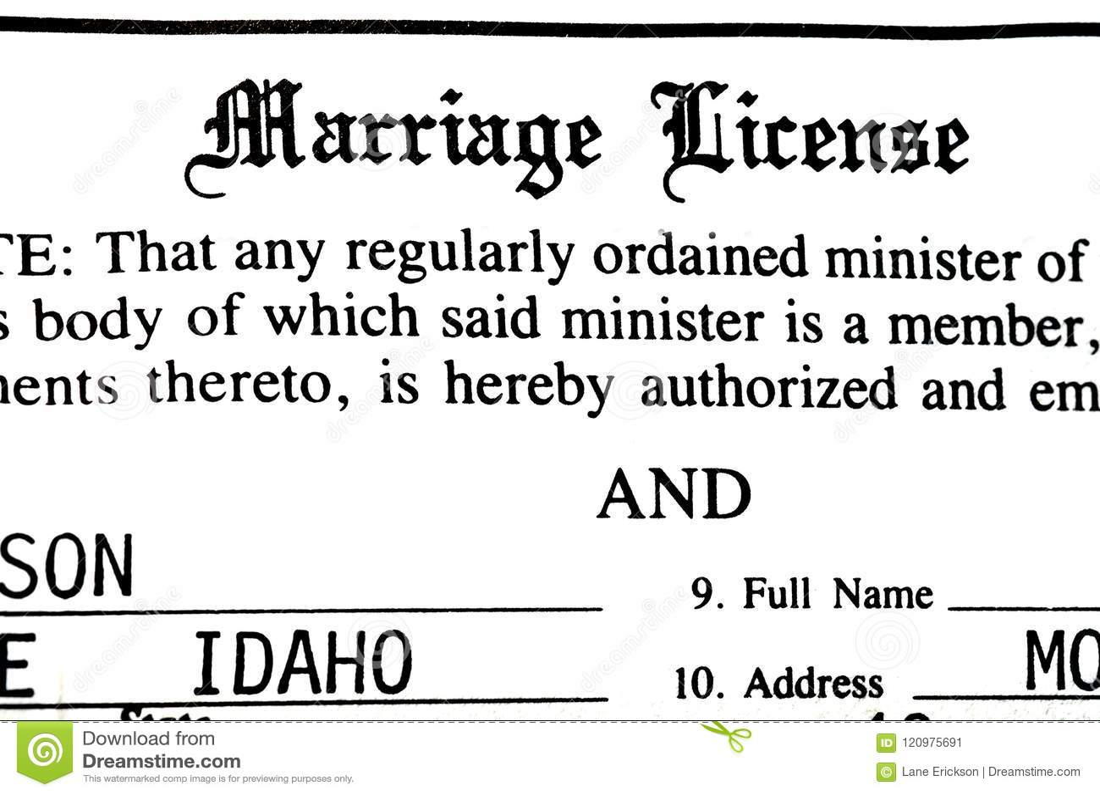 Lavoro di ufficio di certificazione del certificato di matrimonio per il nuziale