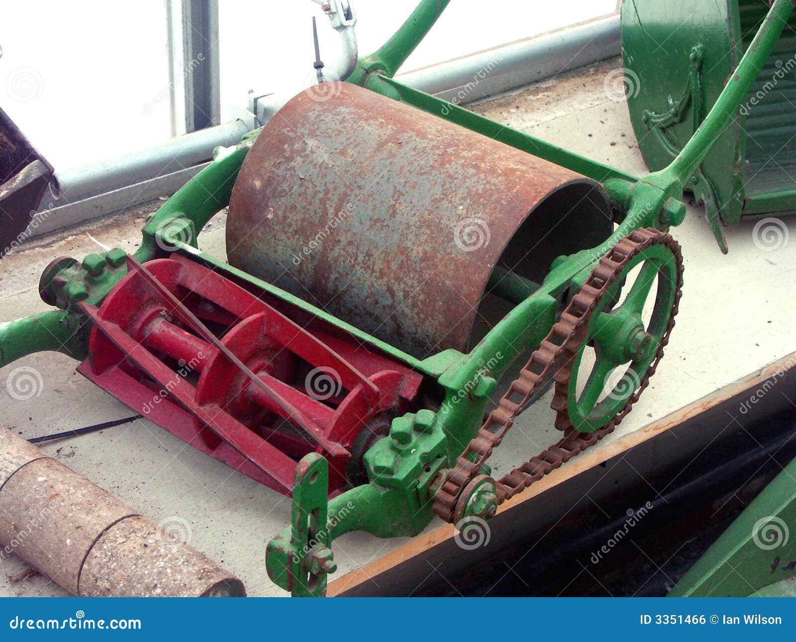 Lawnmower giratório velho