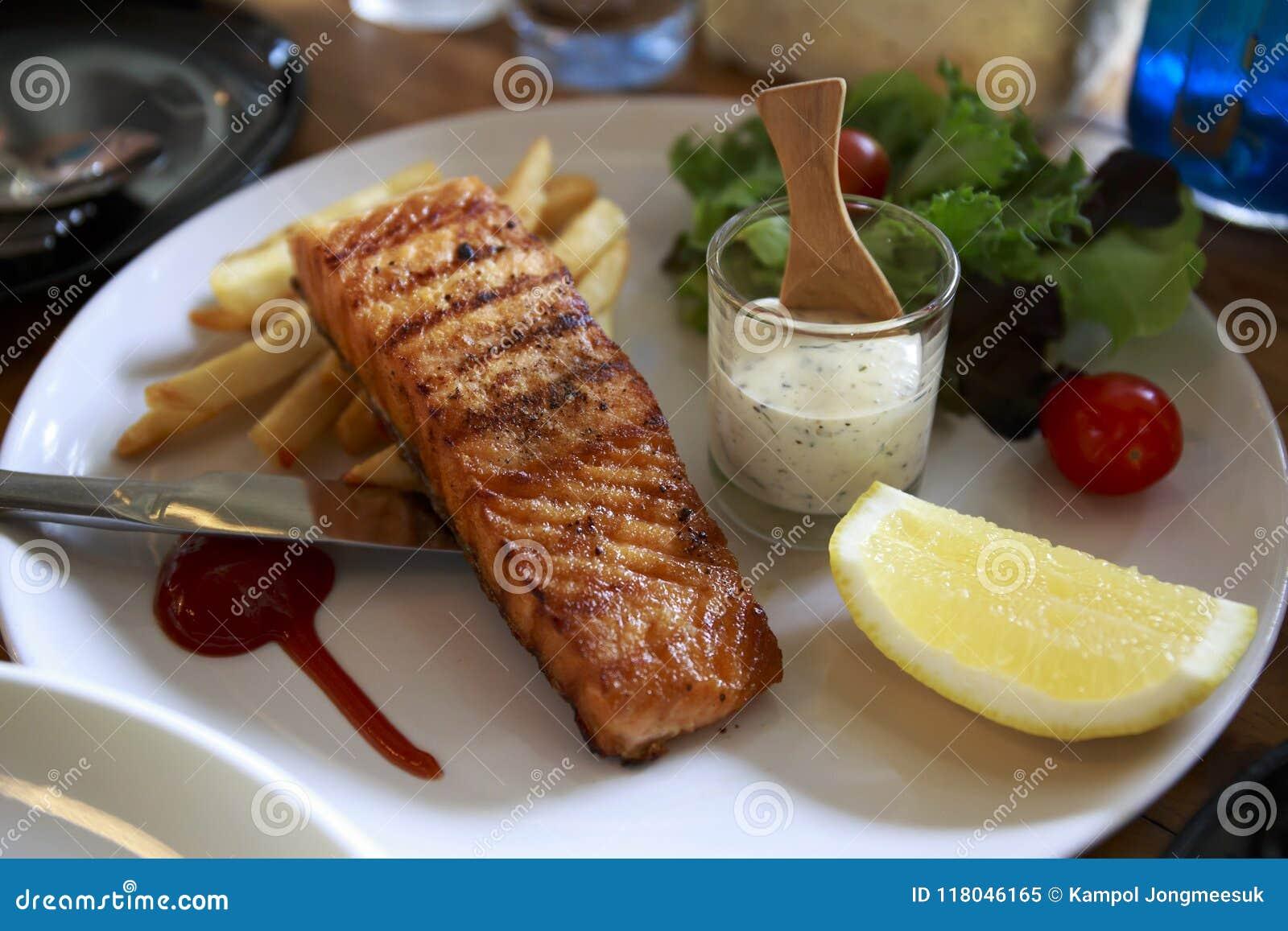 LAXGALLER MED småfiskar för kräm- sås och fransman