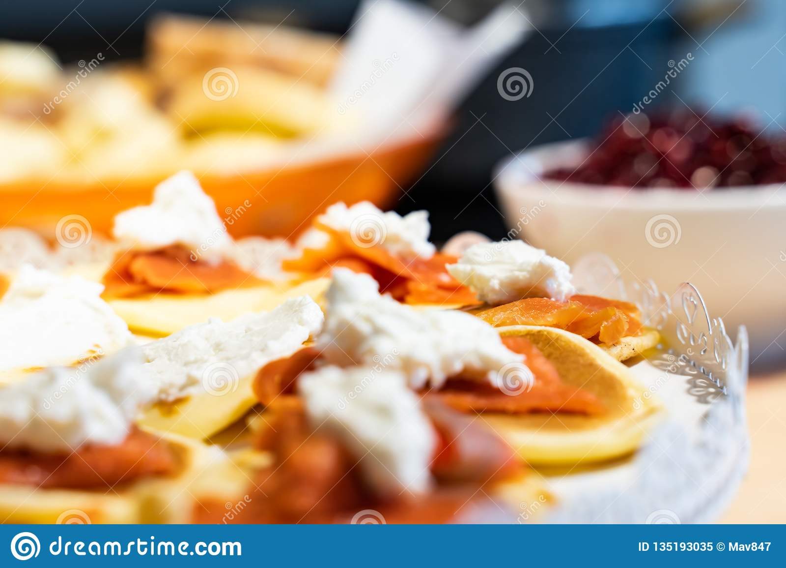 Laxpannkakor med Robiola ost