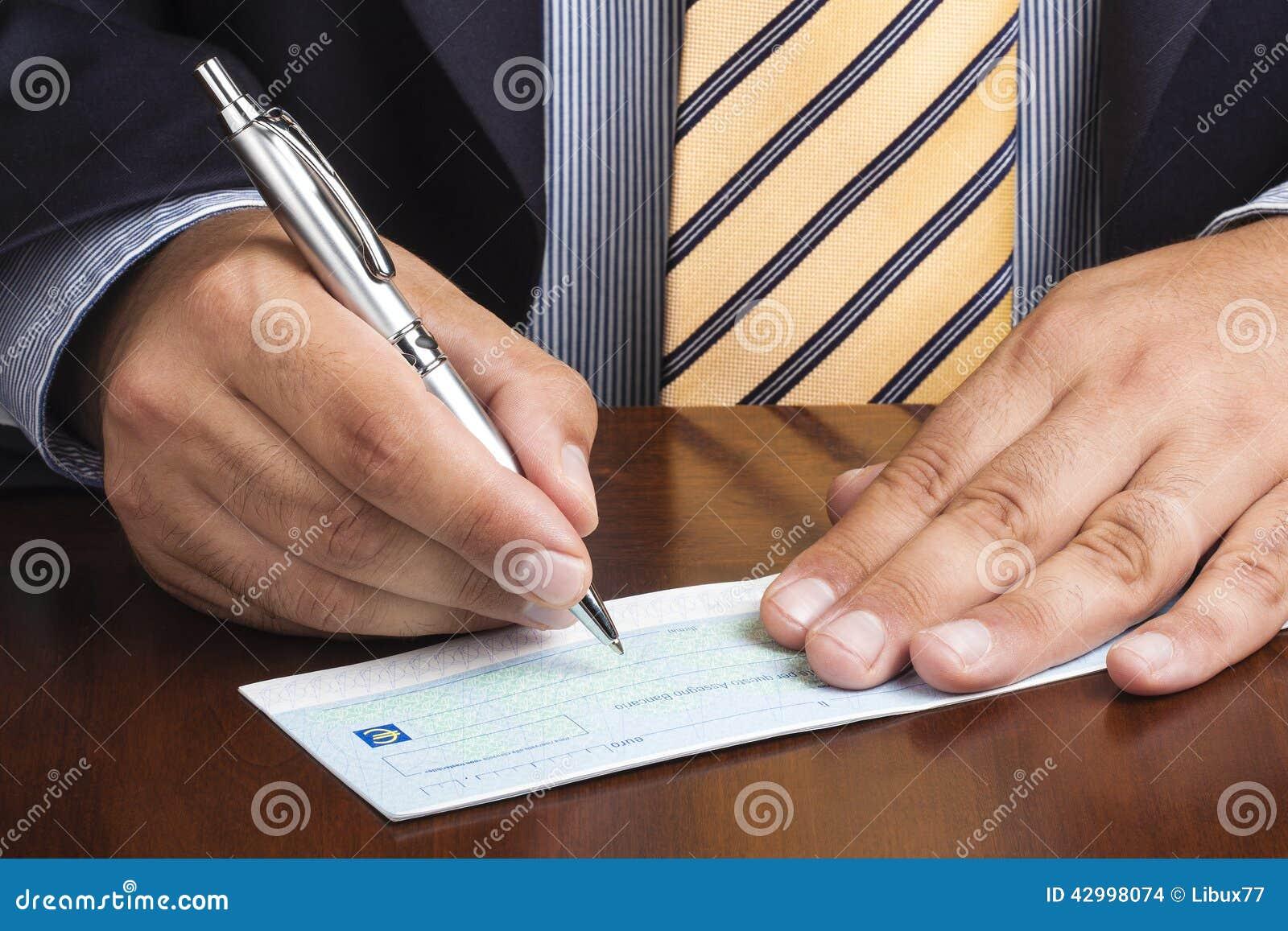 Lazo del bolígrafo de Writing Blank Check del hombre de negocios