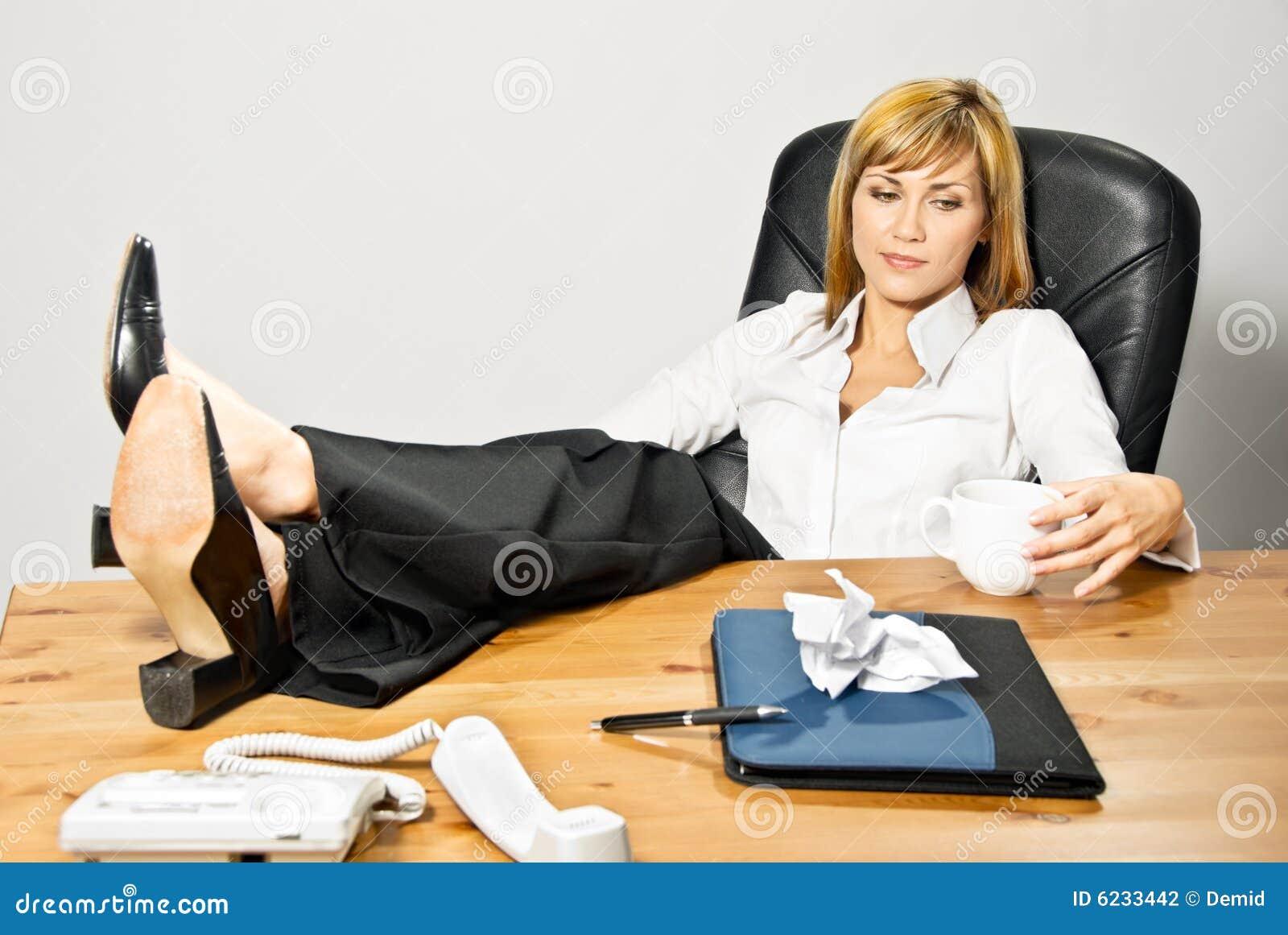 lazy female manager - photo #2