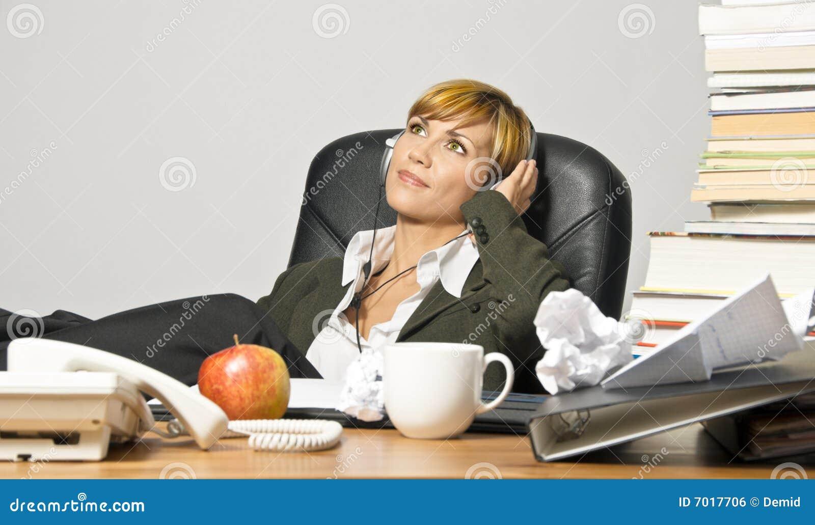 lazy female manager - photo #3