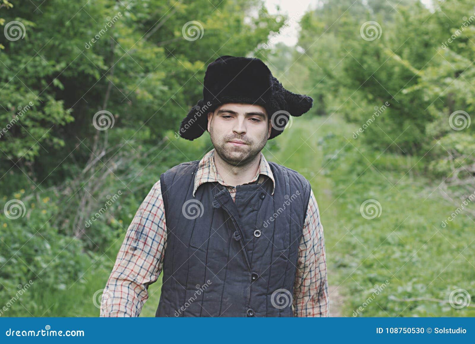 Leñador en el sombrero foto de archivo. Imagen de camisa - 108750530 c2a473b282c