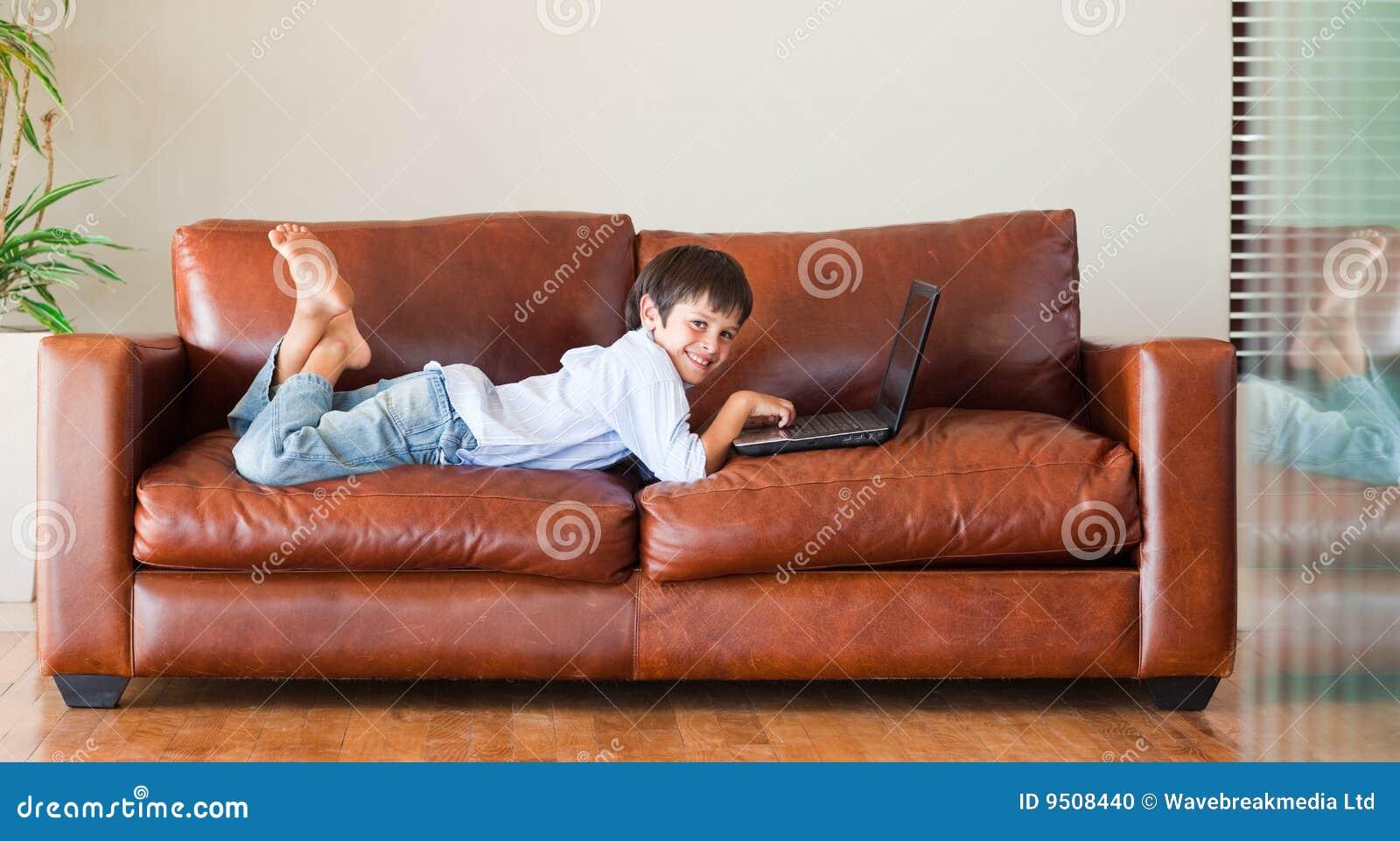 Leżanka dzieciaka laptop