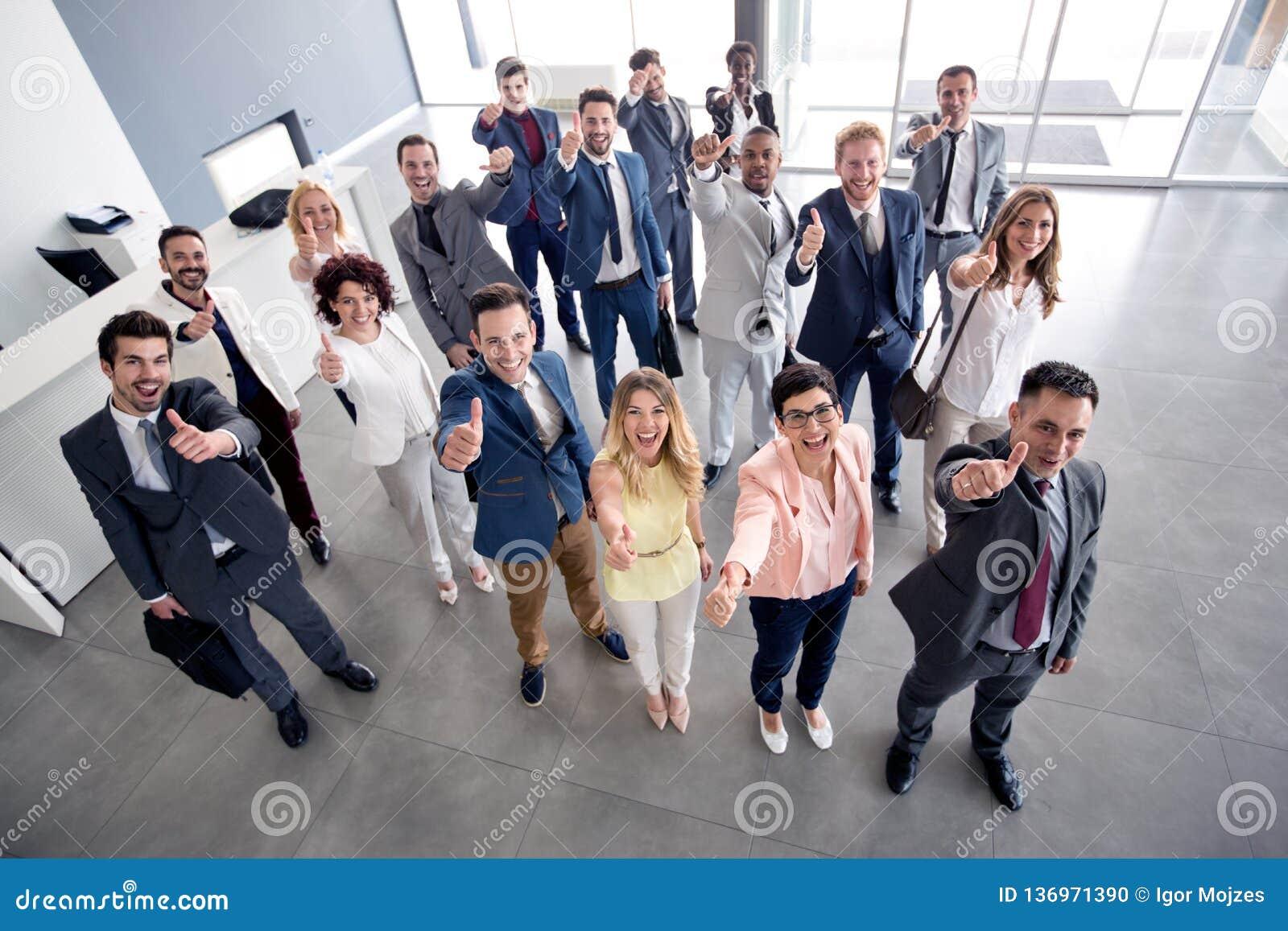 Le affärsgruppen som ger upp tummar